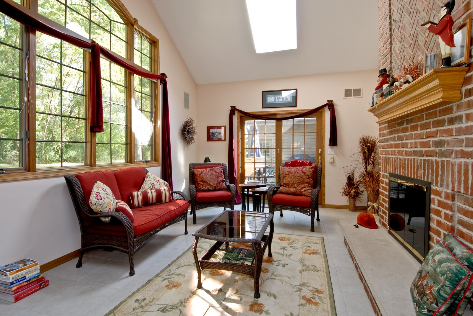 Real Estate Photography - 38W660 Mallard Lake Rd, St Charles, IL, 60175 - Sun Room