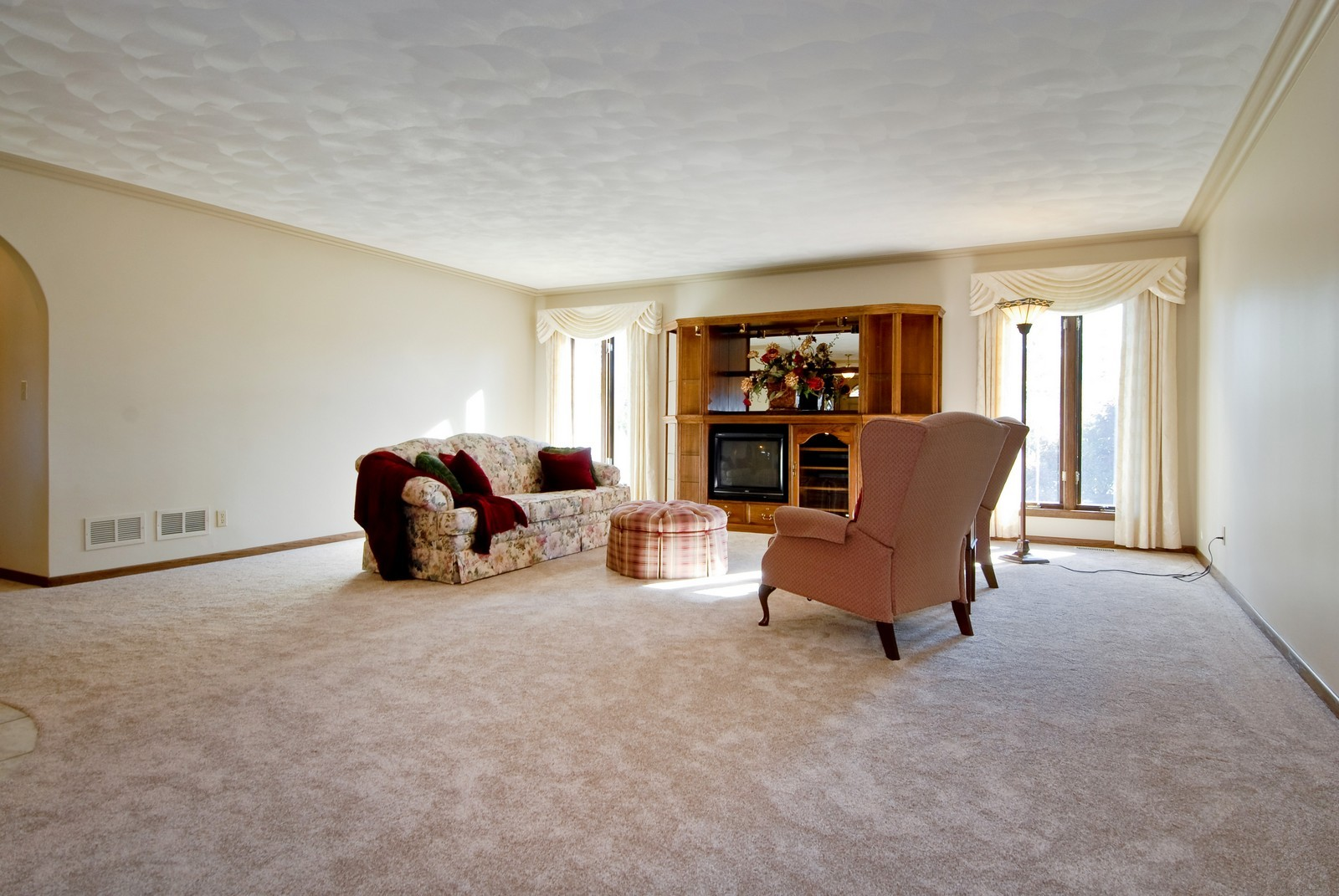 Real Estate Photography - 3104 Pendleton Ct, St Charles, IL, 60175 - Living Room