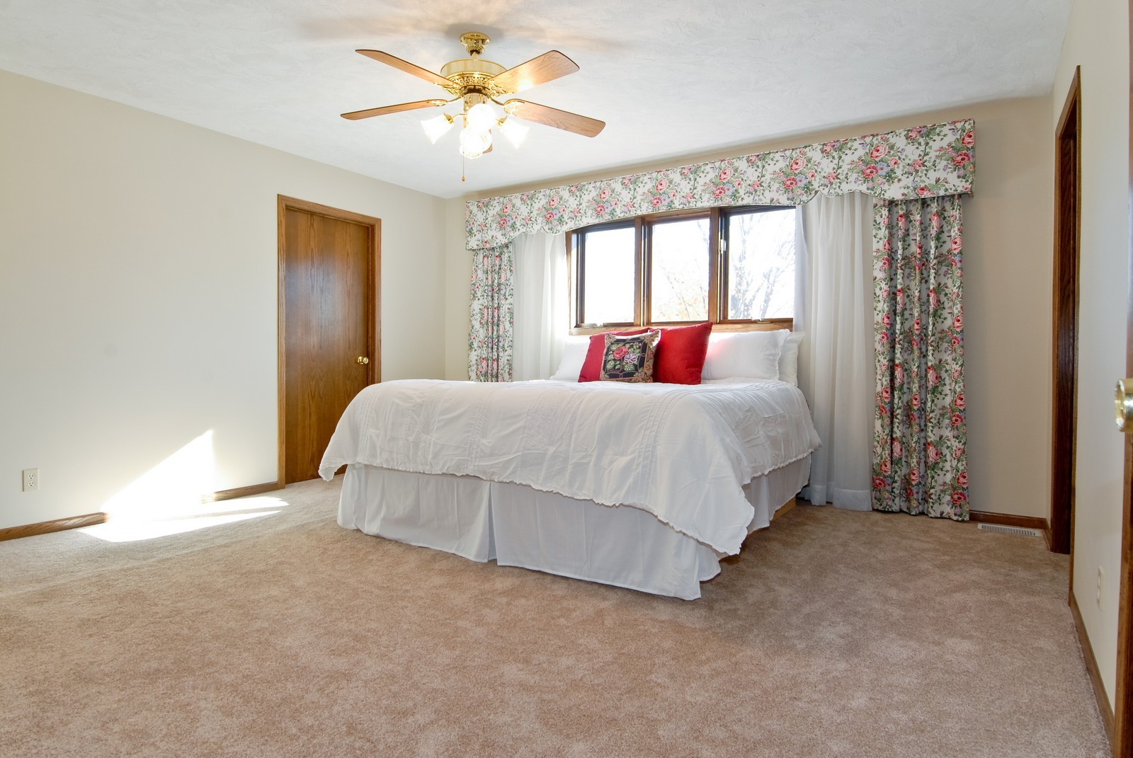 Real Estate Photography - 3104 Pendleton Ct, St Charles, IL, 60175 - Master Bedroom