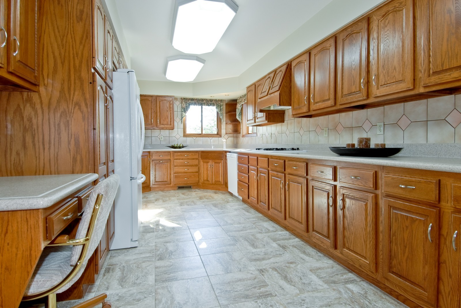 Real Estate Photography - 3104 Pendleton Ct, St Charles, IL, 60175 - Kitchen