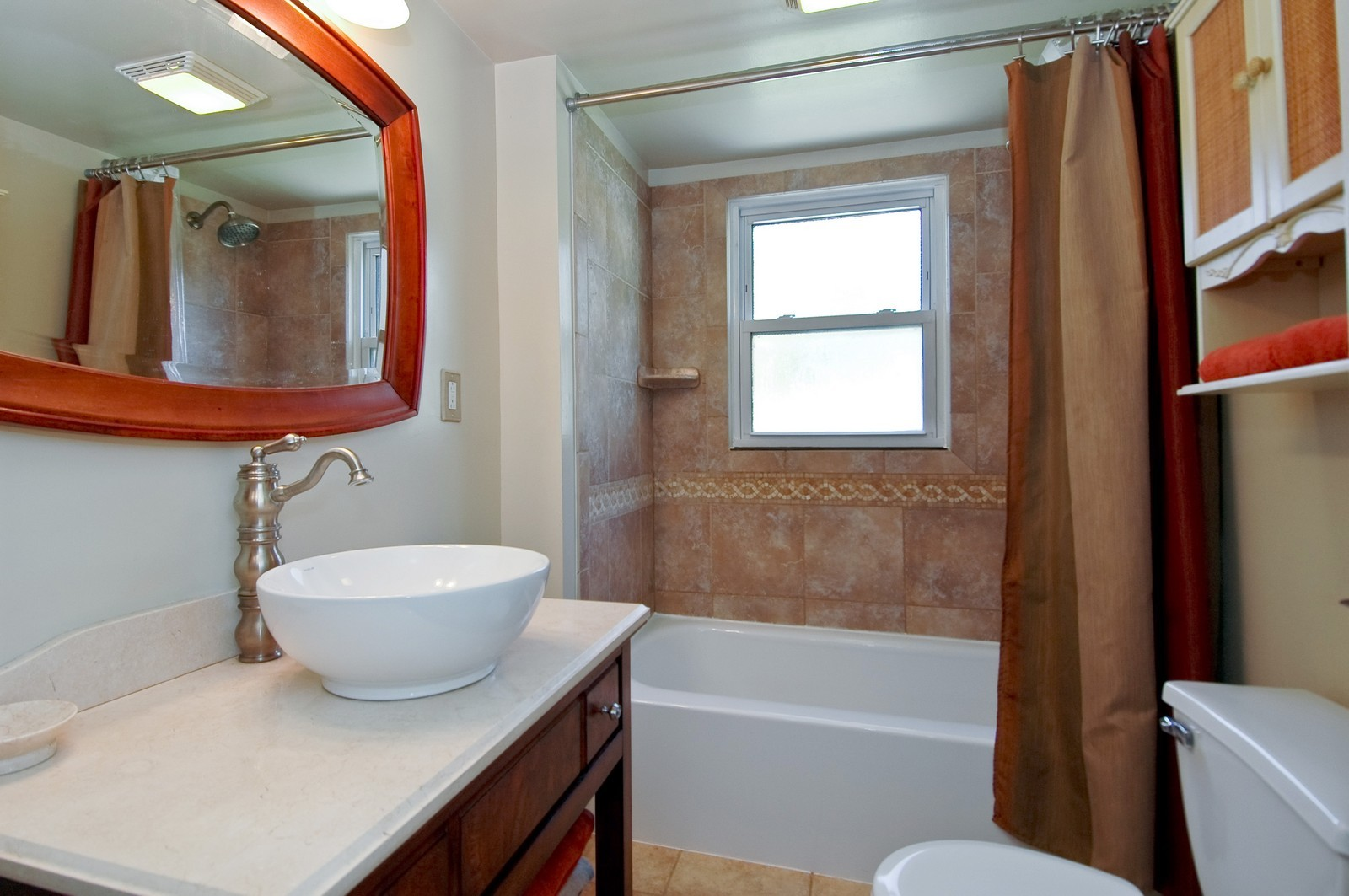 Real Estate Photography - 1138 Getzelman Ter, Algonquin, IL, 60102 - Bathroom