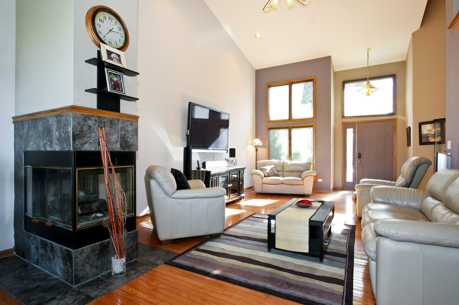Real Estate Photography - 7 N Bay Rd, Palos Heights, IL, 60463 - Living Room