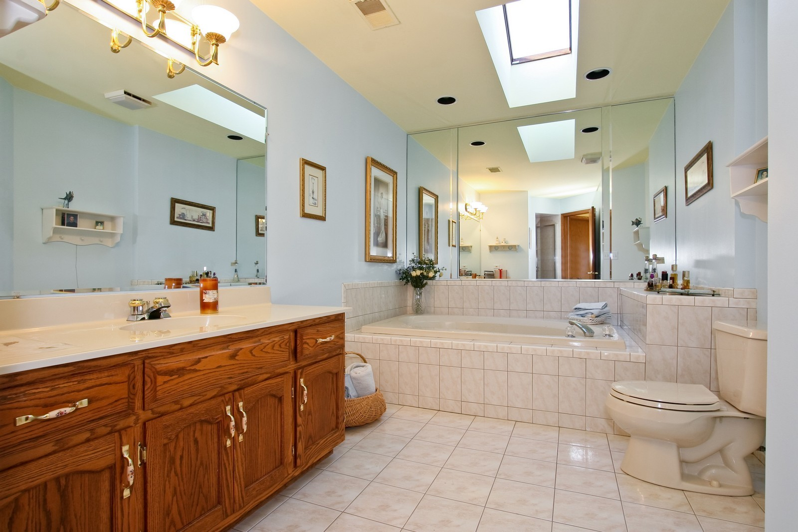 Real Estate Photography - 7 N Bay Rd, Palos Heights, IL, 60463 - Master Bathroom