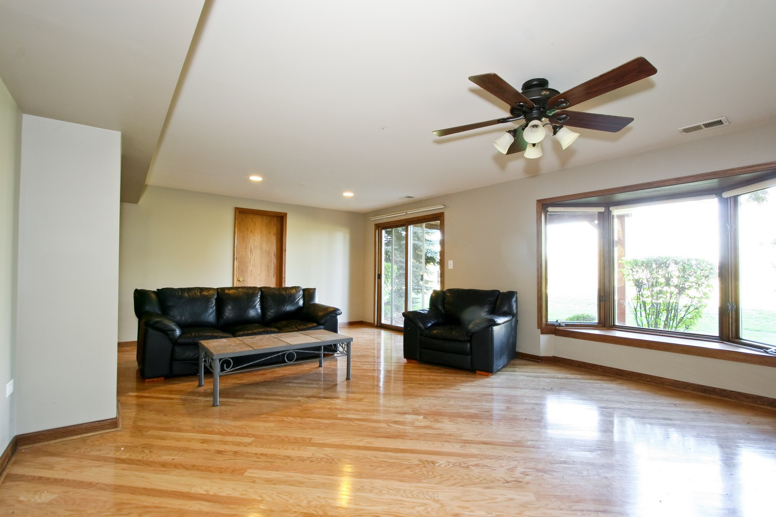 Real Estate Photography - 7 N Bay Rd, Palos Heights, IL, 60463 - Family Room