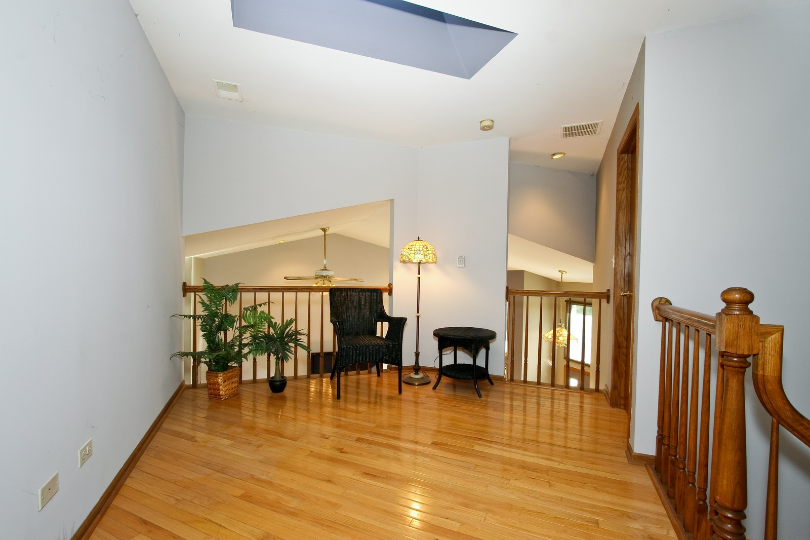 Real Estate Photography - 7 N Bay Rd, Palos Heights, IL, 60463 - Loft