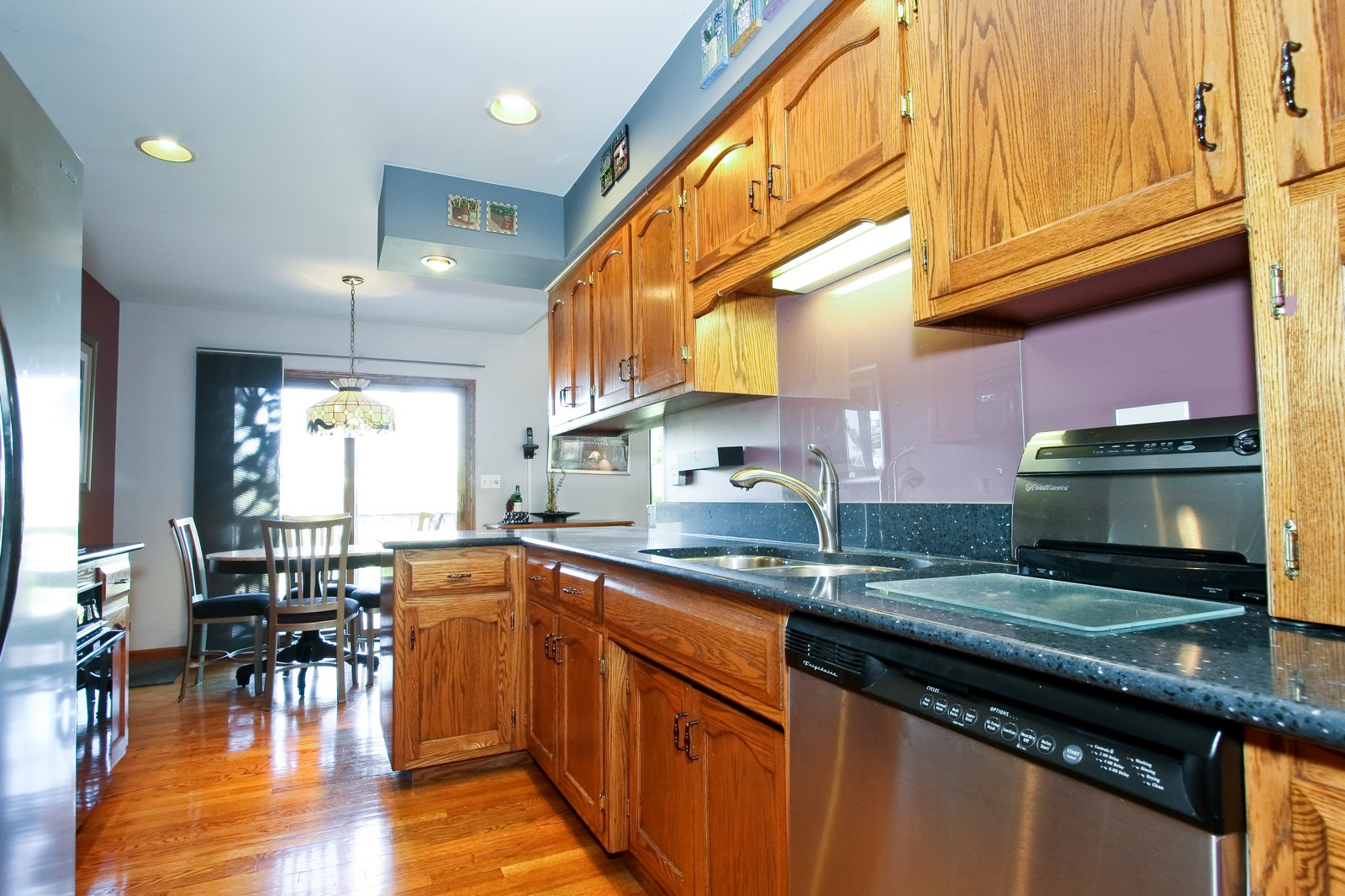 Real Estate Photography - 7 N Bay Rd, Palos Heights, IL, 60463 - Kitchen