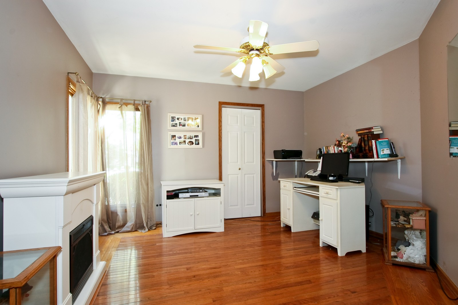 Real Estate Photography - 7 N Bay Rd, Palos Heights, IL, 60463 - Office