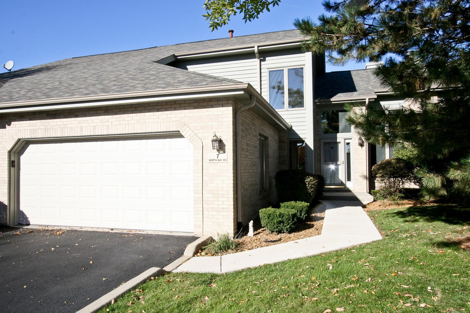Real Estate Photography - 7 N Bay Rd, Palos Heights, IL, 60463 - Front View