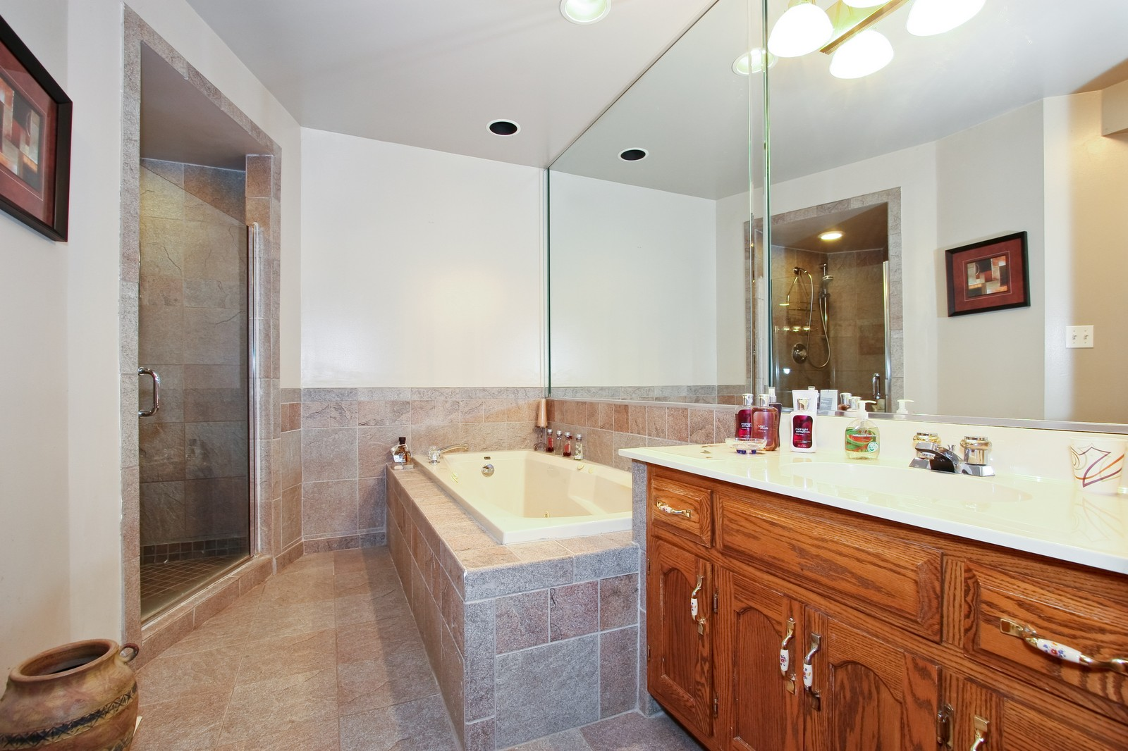 Real Estate Photography - 7 N Bay Rd, Palos Heights, IL, 60463 - Bathroom