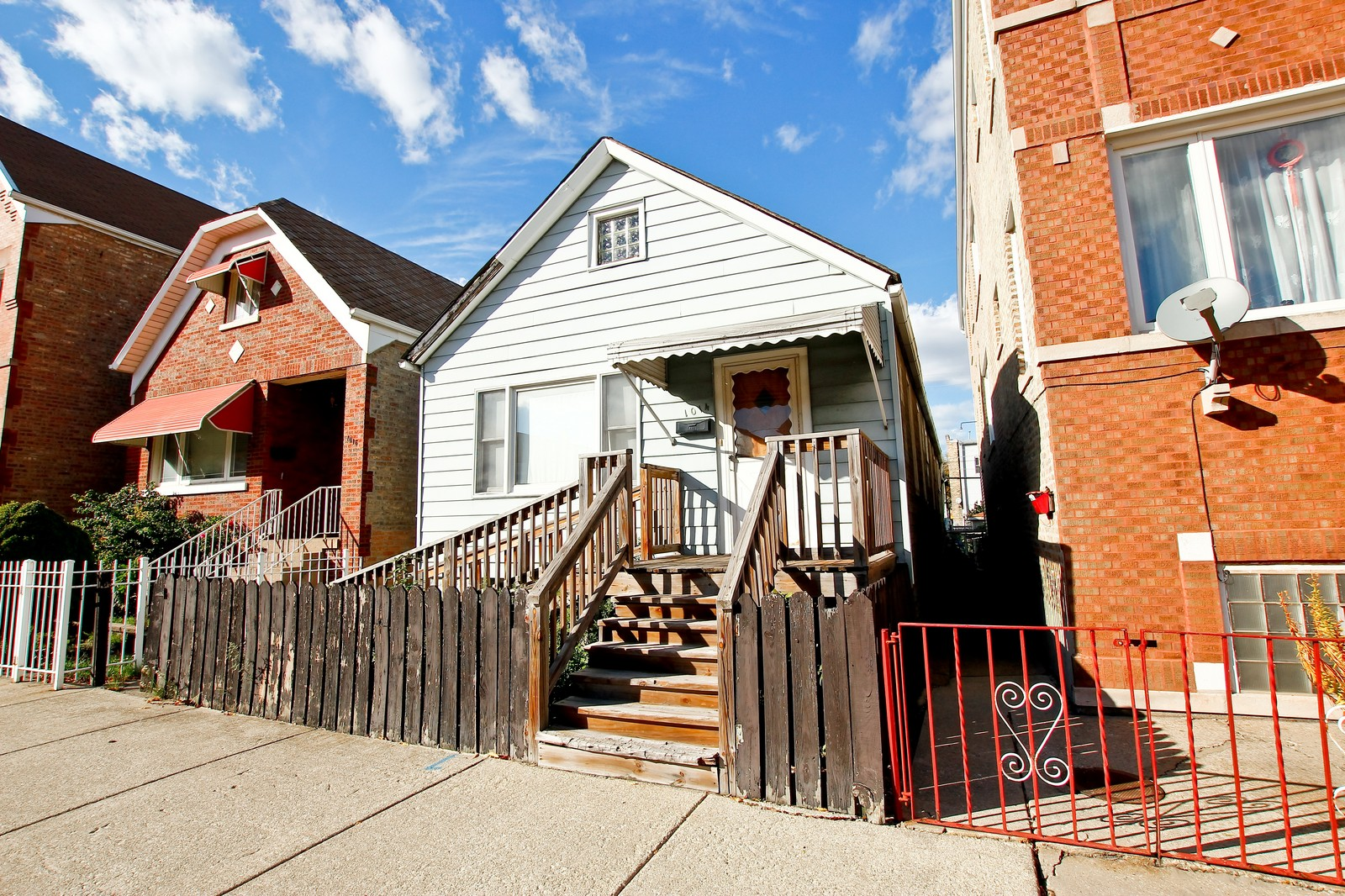 Real Estate Photography - 1014 W 31st St, Chicago, IL, 60608 - Front View