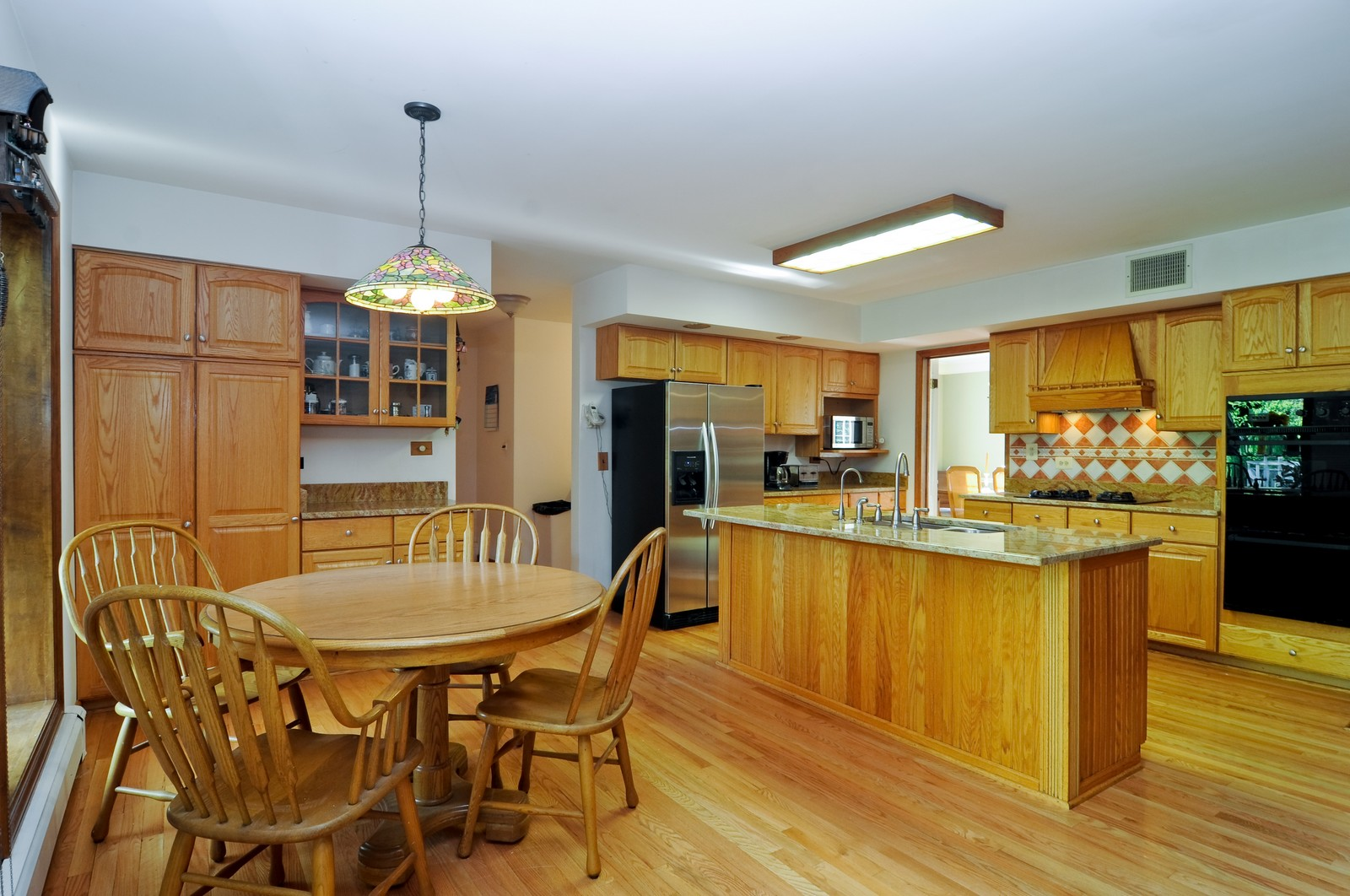 Real Estate Photography - 1070 Valley Lake Dr, Inverness, IL, 60067 - Kitchen