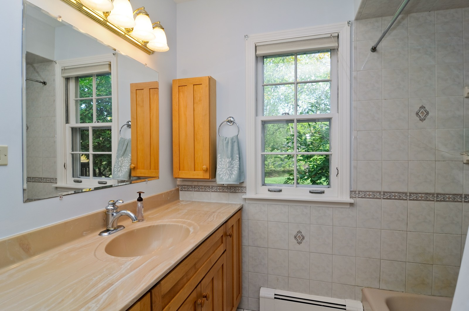 Real Estate Photography - 1070 Valley Lake Dr, Inverness, IL, 60067 - Bathroom