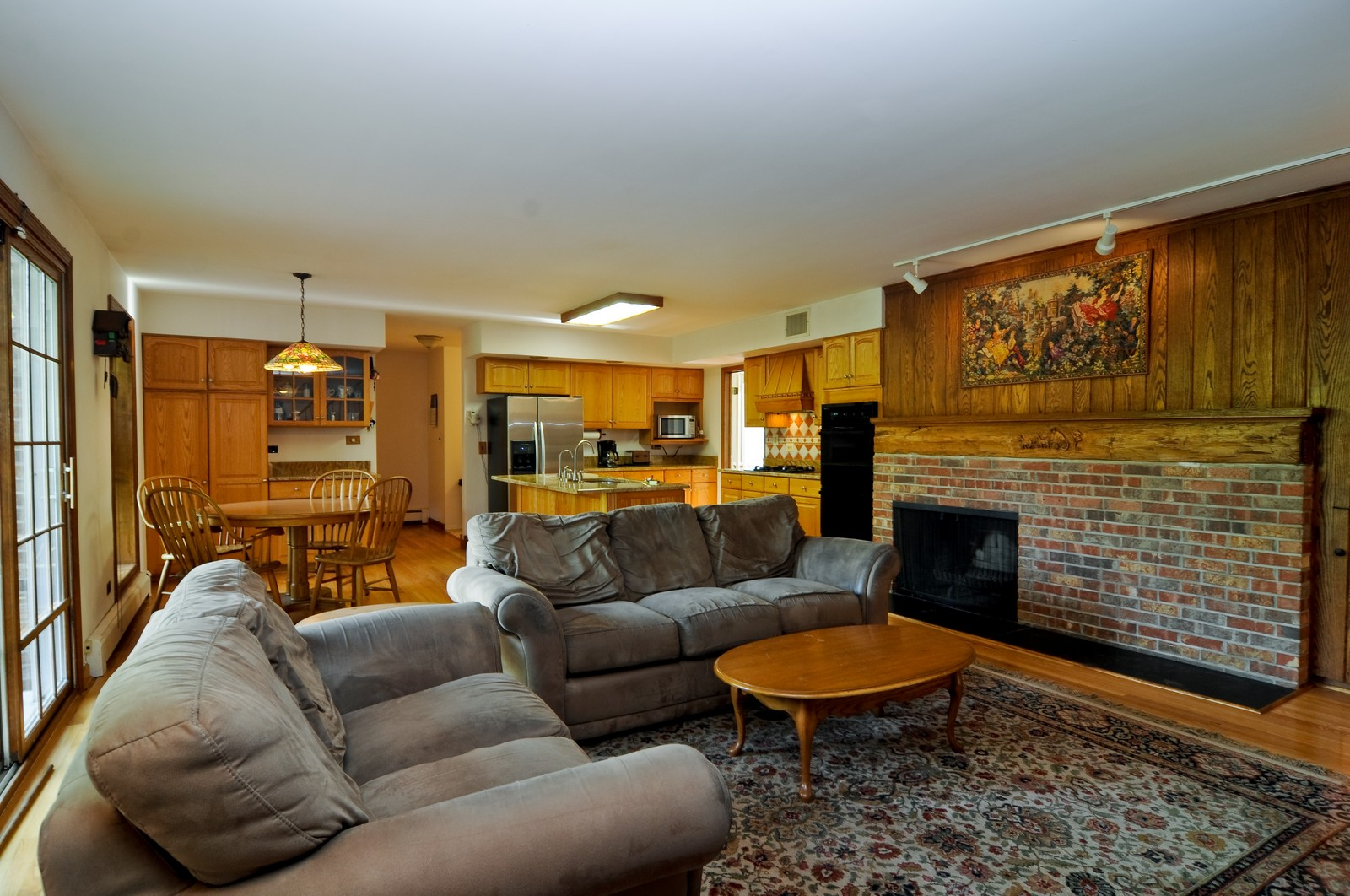 Real Estate Photography - 1070 Valley Lake Dr, Inverness, IL, 60067 - Family Room / Kitchen