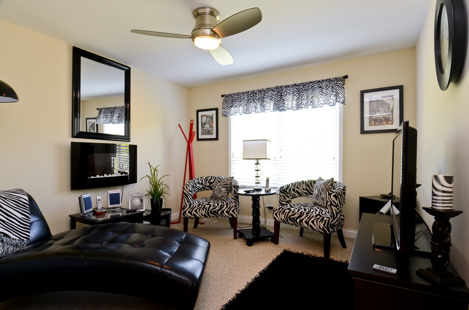 Real Estate Photography - 836 W Jameson Court, Carol Stream, IL, 60188 - 2nd Bedroom
