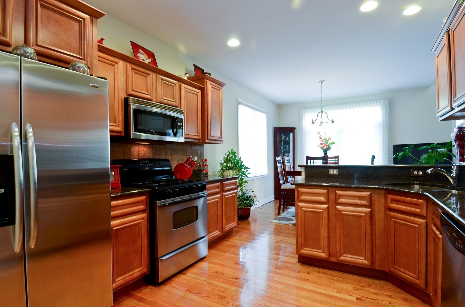 Real Estate Photography - 836 W Jameson Court, Carol Stream, IL, 60188 - Kitchen