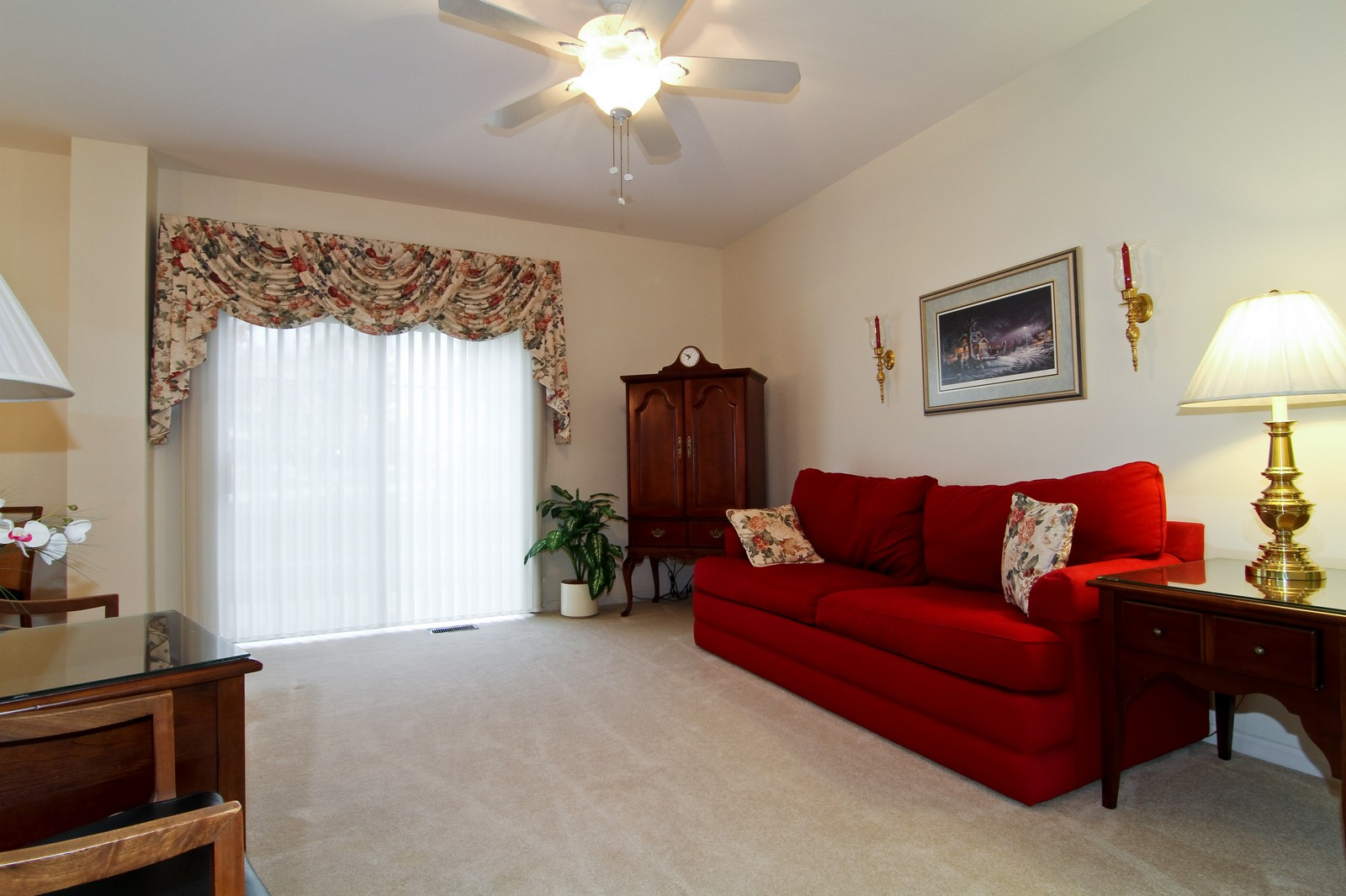 Real Estate Photography - 711 Crossing Way, Saint Charles, IL, 60174 - Living Room