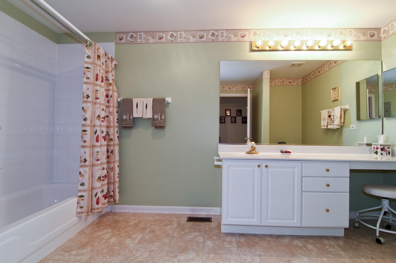 Real Estate Photography - 711 Crossing Way, Saint Charles, IL, 60174 - Master Bathroom