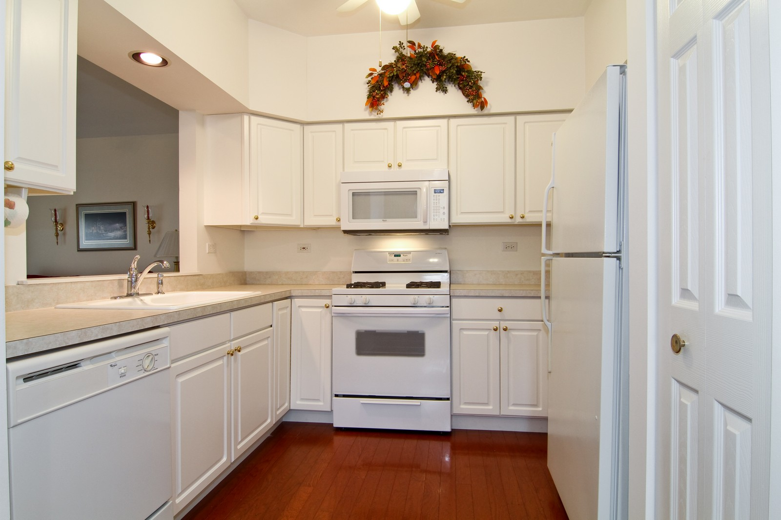 Real Estate Photography - 711 Crossing Way, Saint Charles, IL, 60174 - Kitchen