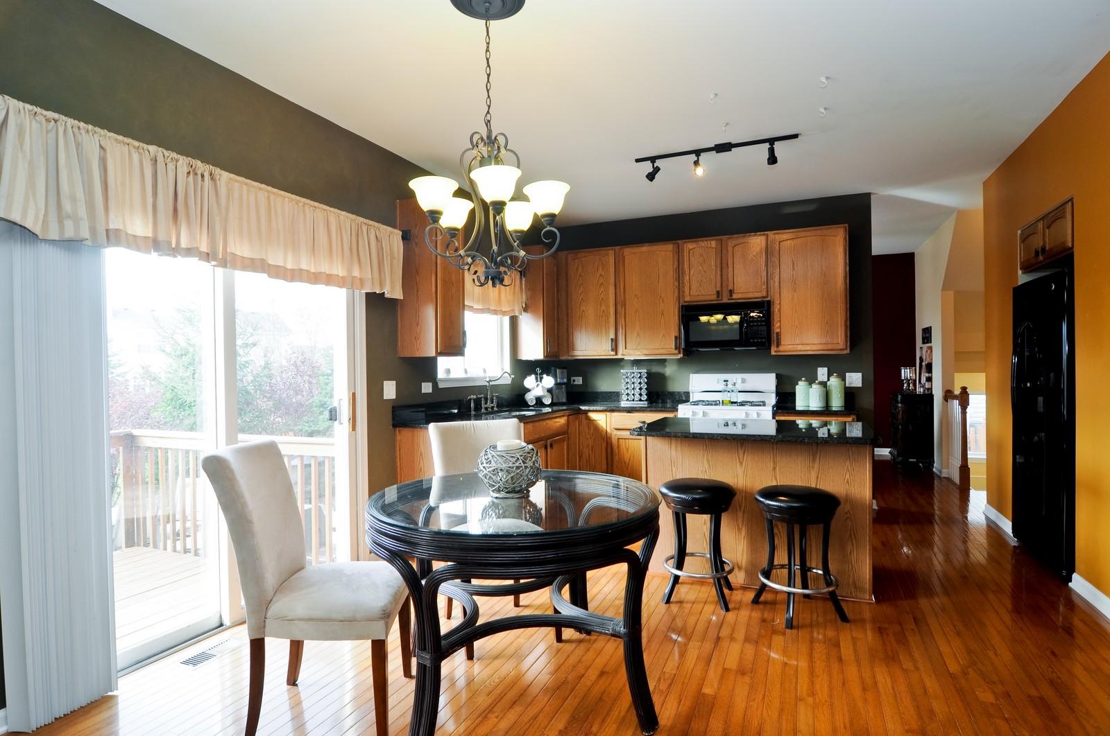 Real Estate Photography - 3461 Chadwick Lane, Lake in the Hills, IL, 60156 - Kitchen