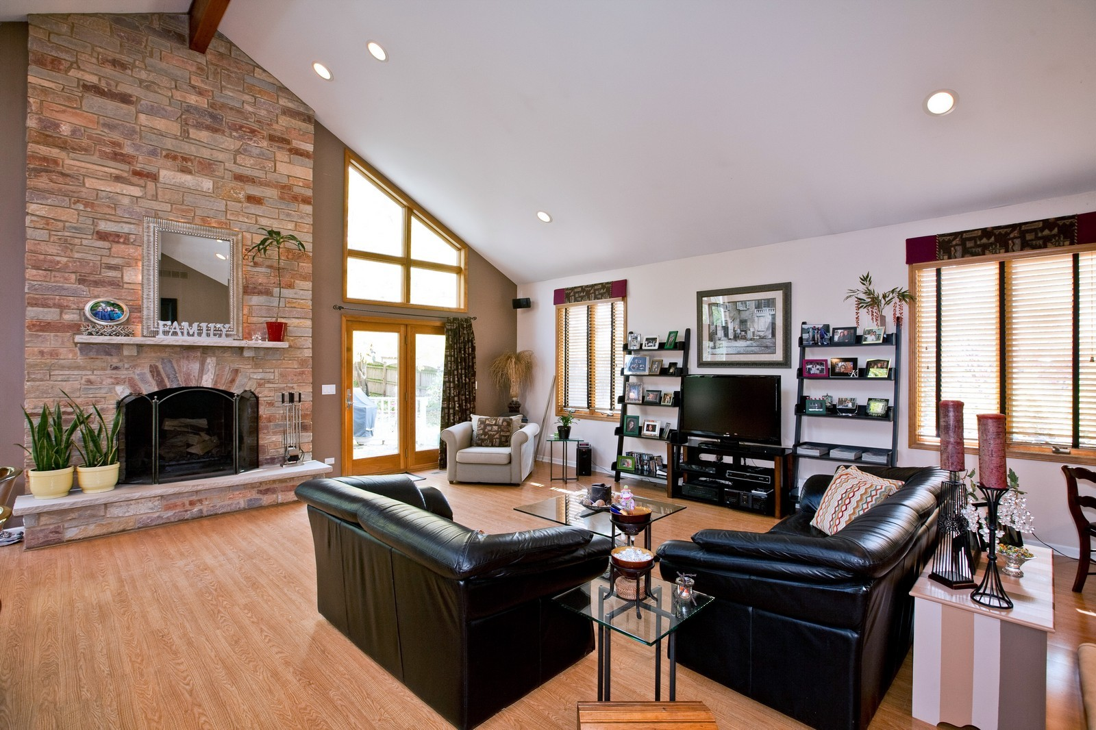 Real Estate Photography - 5743 Hillcrest Rd, Downers Grove, IL, 60516 - Great Room