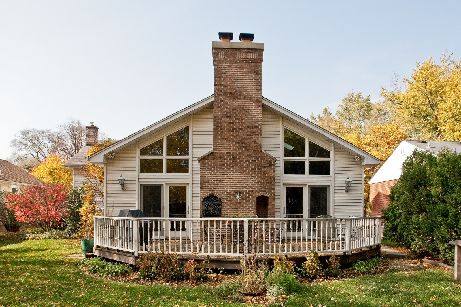 Real Estate Photography - 5743 Hillcrest Rd, Downers Grove, IL, 60516 - Rear View