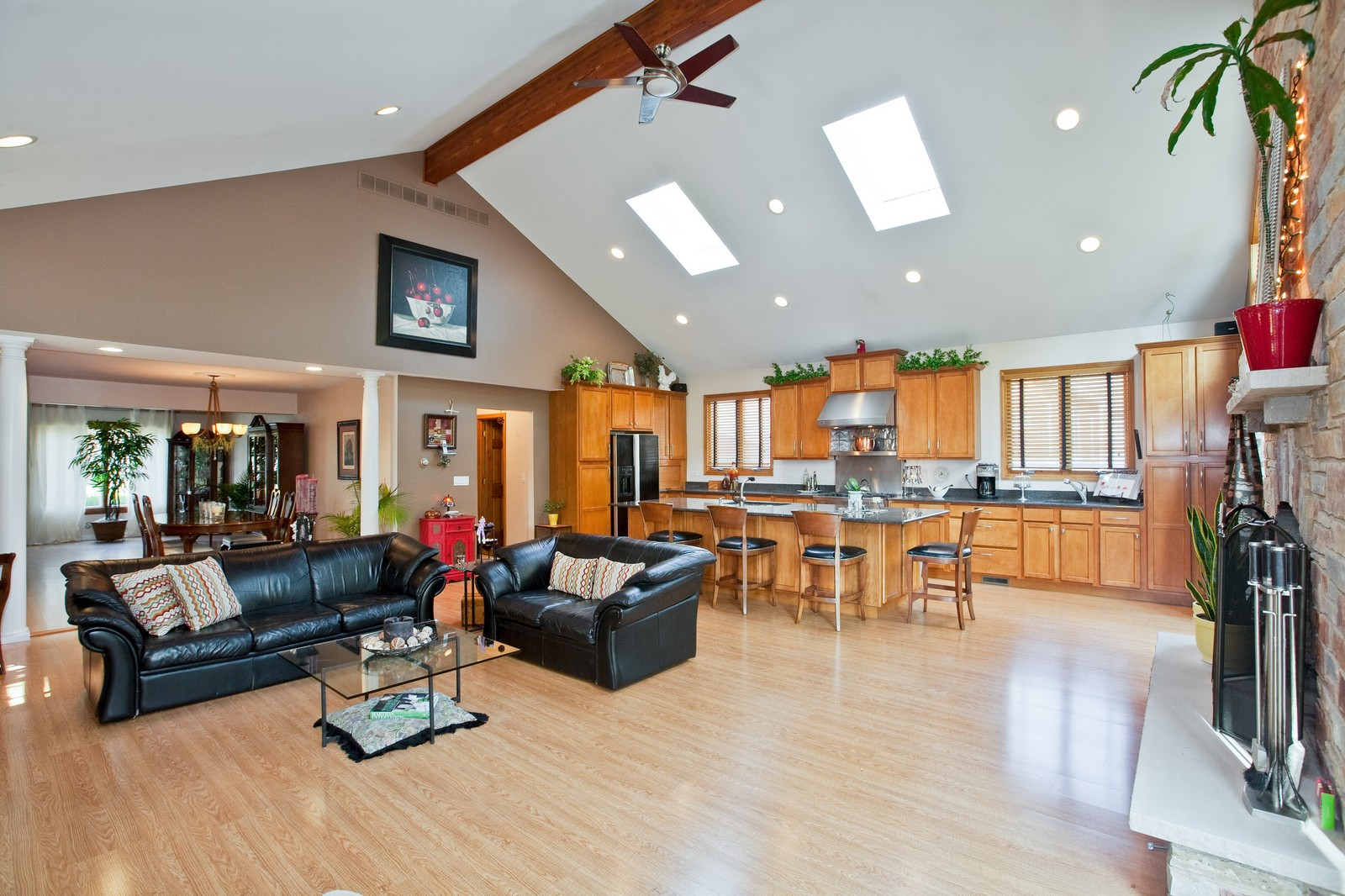 Real Estate Photography - 5743 Hillcrest Rd, Downers Grove, IL, 60516 - Family Room / Kitchen