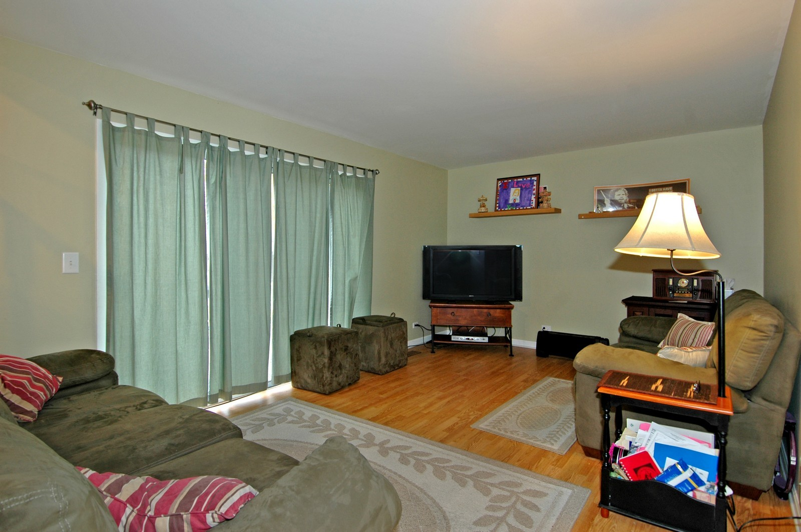 Real Estate Photography - 1764 Kennsington Ln, Crystal Lake, IL, 60014 - Family Room