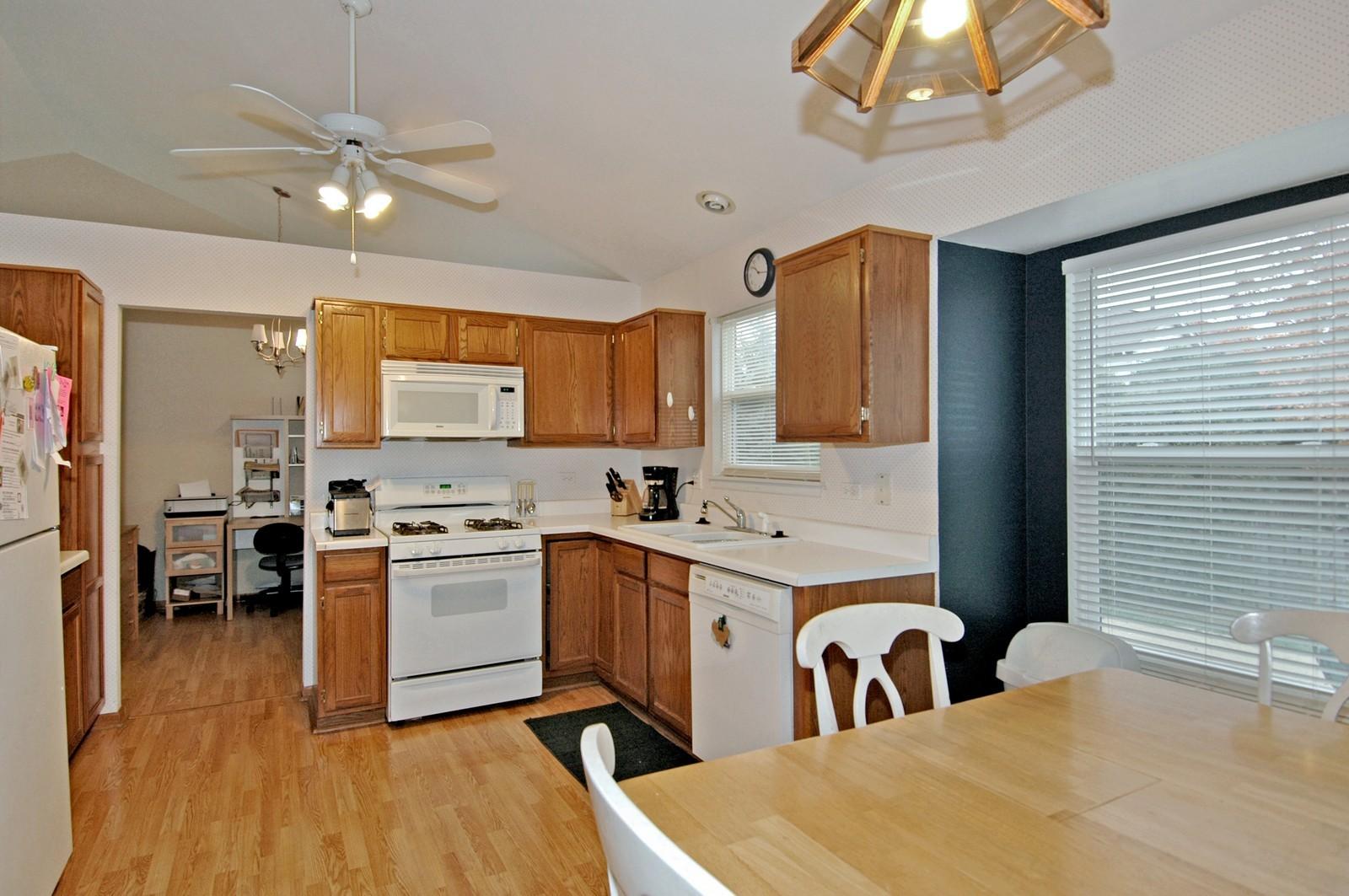 Real Estate Photography - 1764 Kennsington Ln, Crystal Lake, IL, 60014 - Kitchen