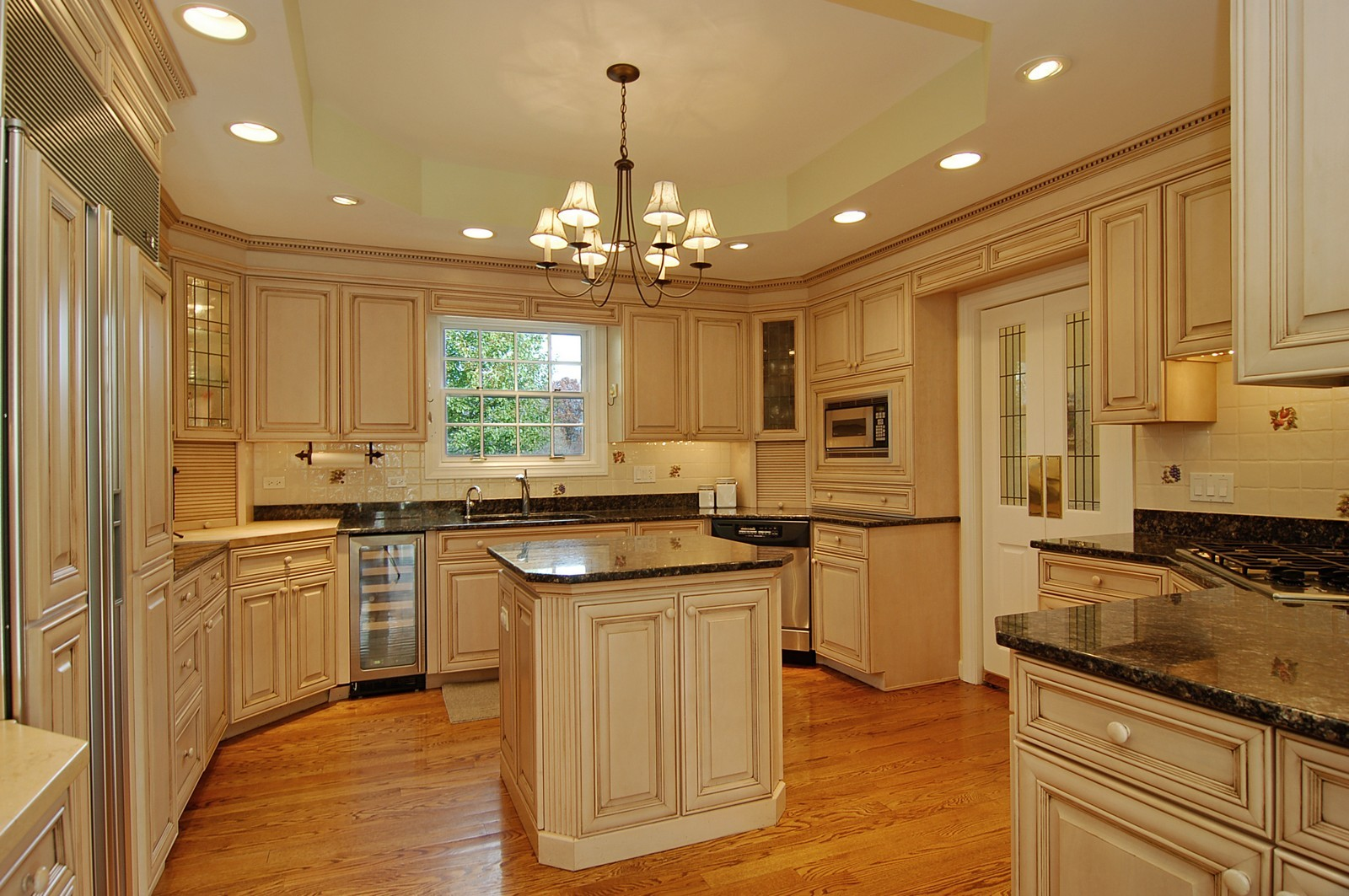 Real Estate Photography - 1655 Pheasant Trl, Inverness, IL, 60067 - Kitchen