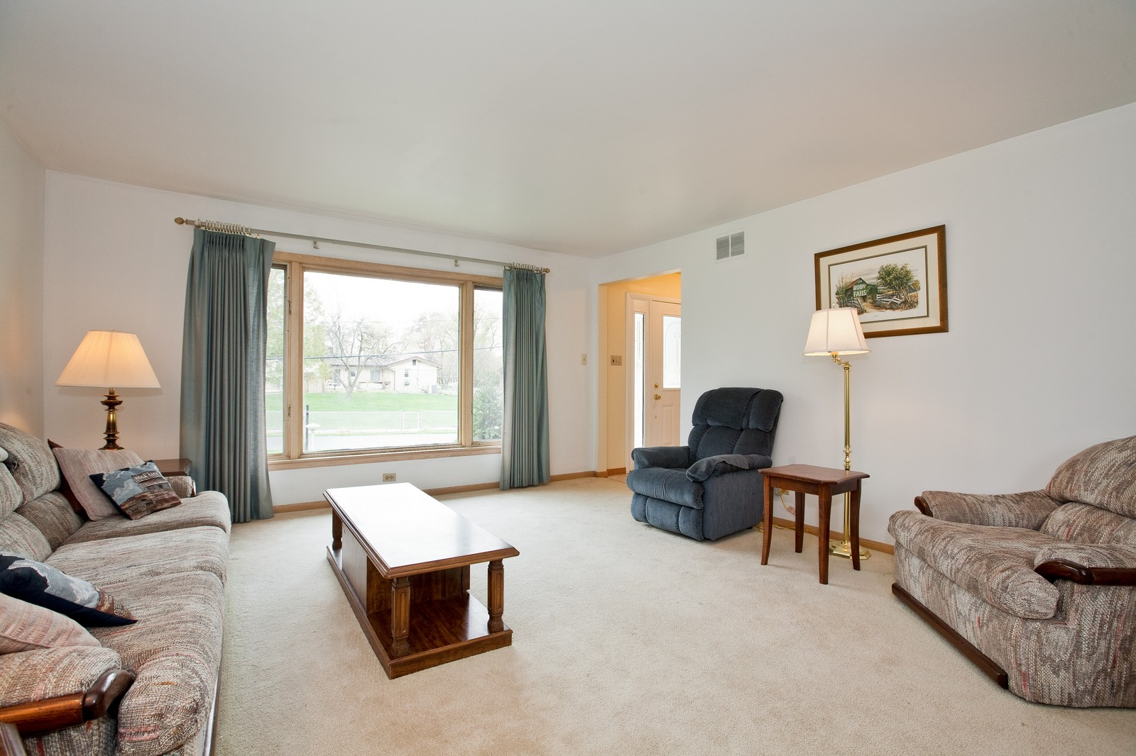 Real Estate Photography - 5904 Wolf Rd, Western Springs, IL, 60558 - Living Room