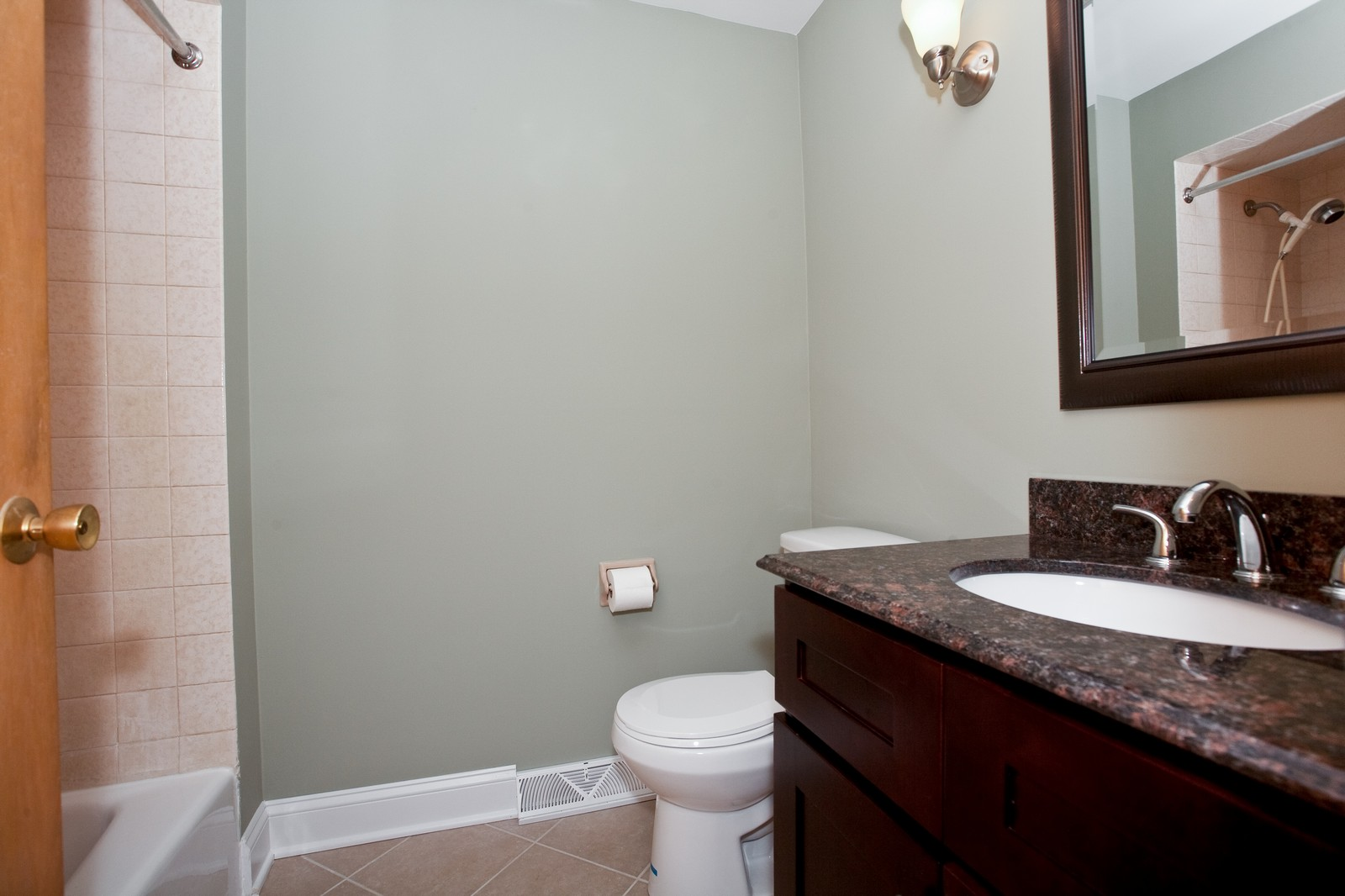 Real Estate Photography - 5904 Wolf Rd, Western Springs, IL, 60558 - Master Bathroom