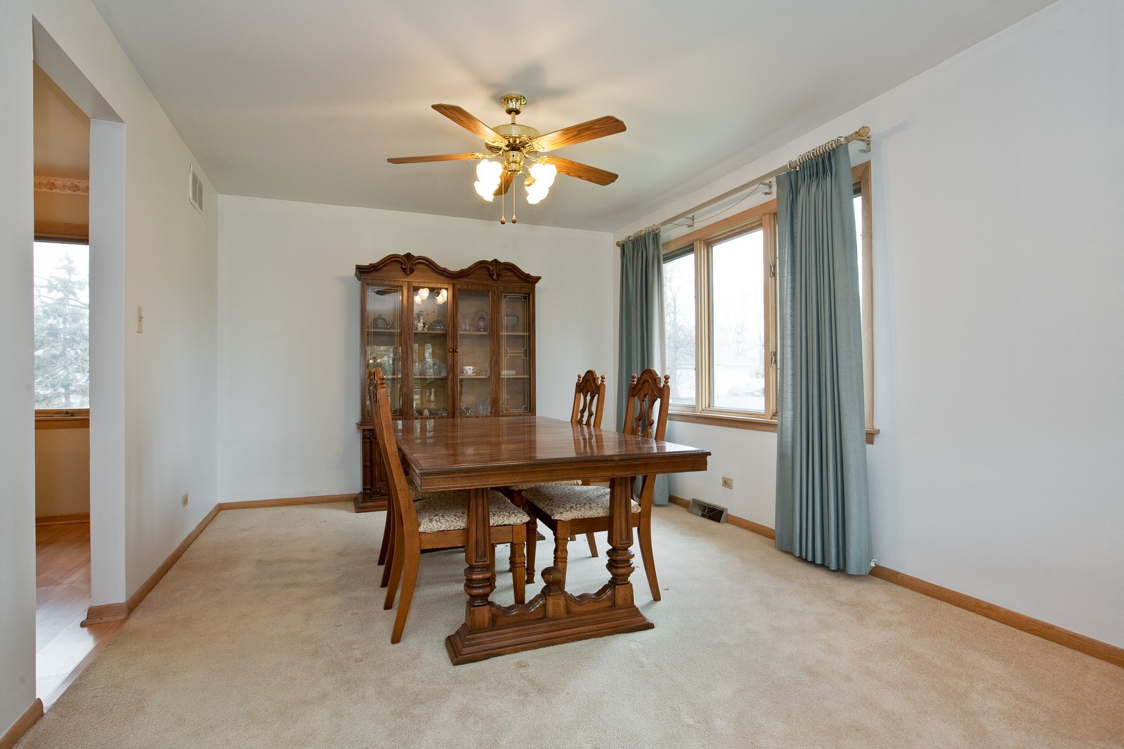 Real Estate Photography - 5904 Wolf Rd, Western Springs, IL, 60558 - Dining Room