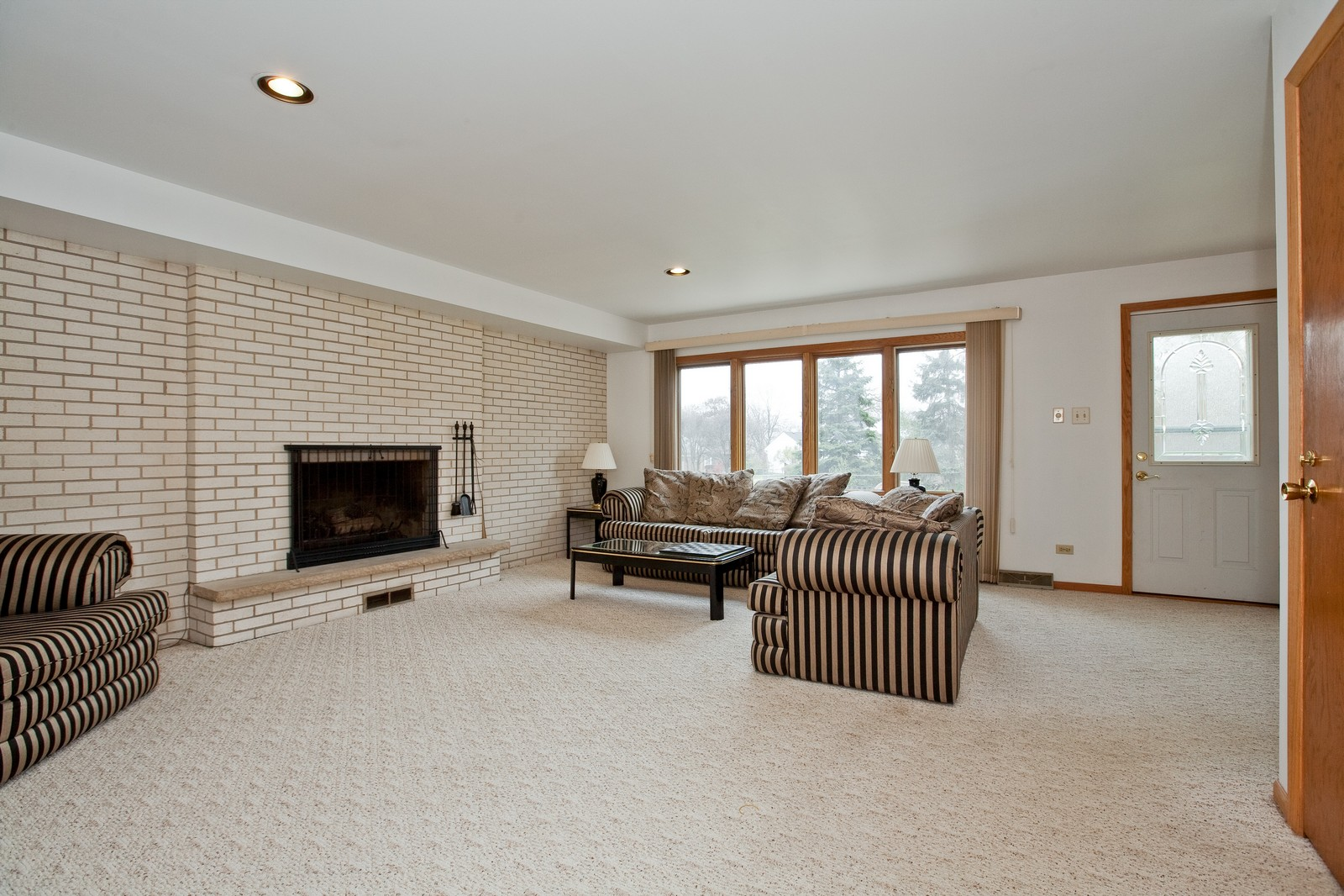 Real Estate Photography - 5904 Wolf Rd, Western Springs, IL, 60558 - Family Room