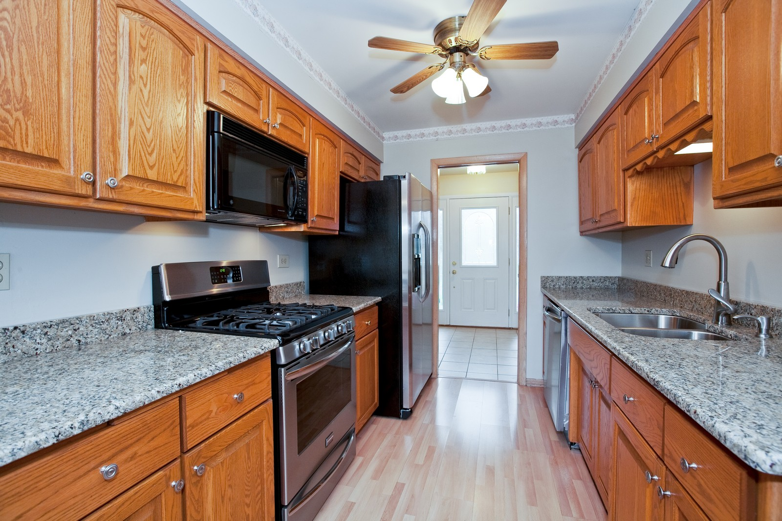 Real Estate Photography - 5904 Wolf Rd, Western Springs, IL, 60558 - Kitchen