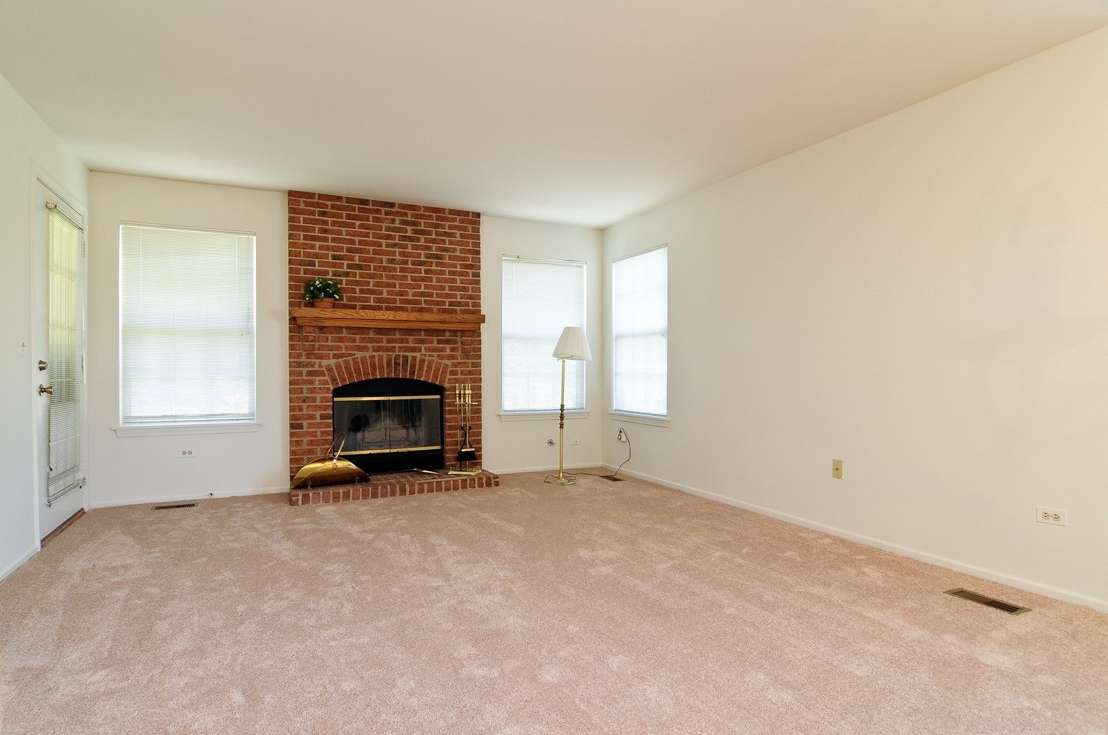 Real Estate Photography - 534A Penny Lane, Crystal Lake, IL, 60014 - Living Room