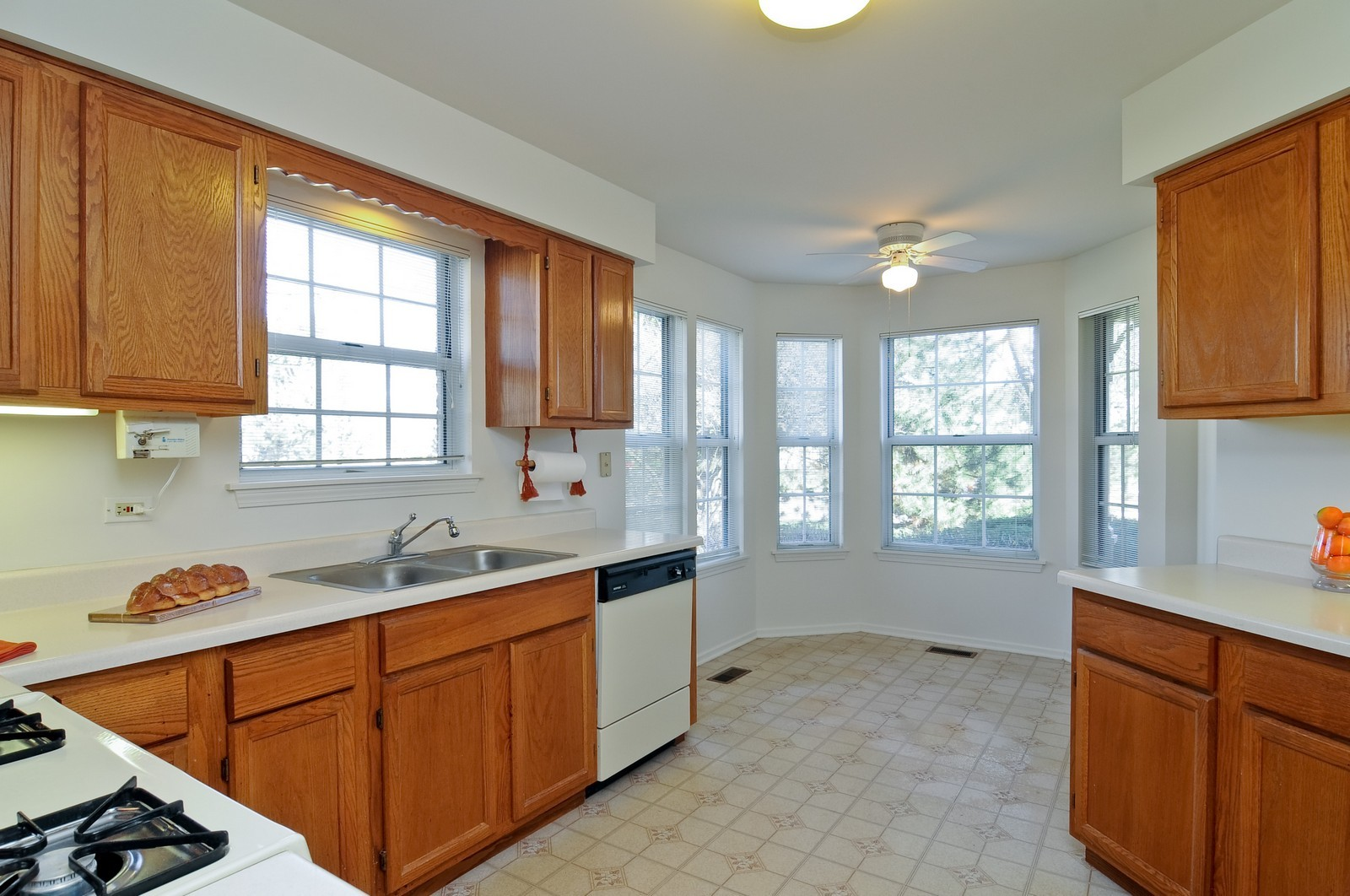 Real Estate Photography - 534A Penny Lane, Crystal Lake, IL, 60014 - Kitchen / Breakfast Room