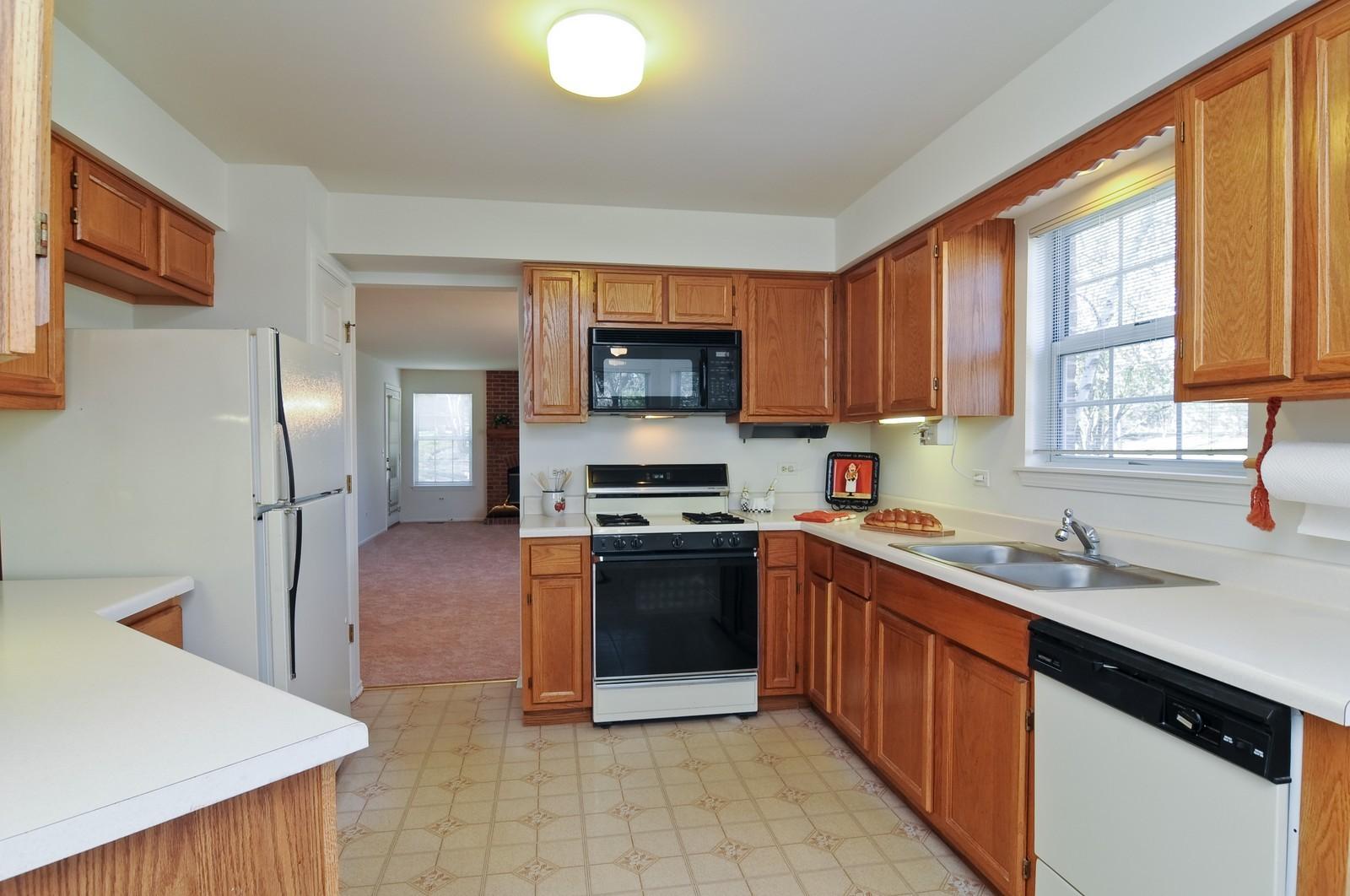 Real Estate Photography - 534A Penny Lane, Crystal Lake, IL, 60014 - Kitchen