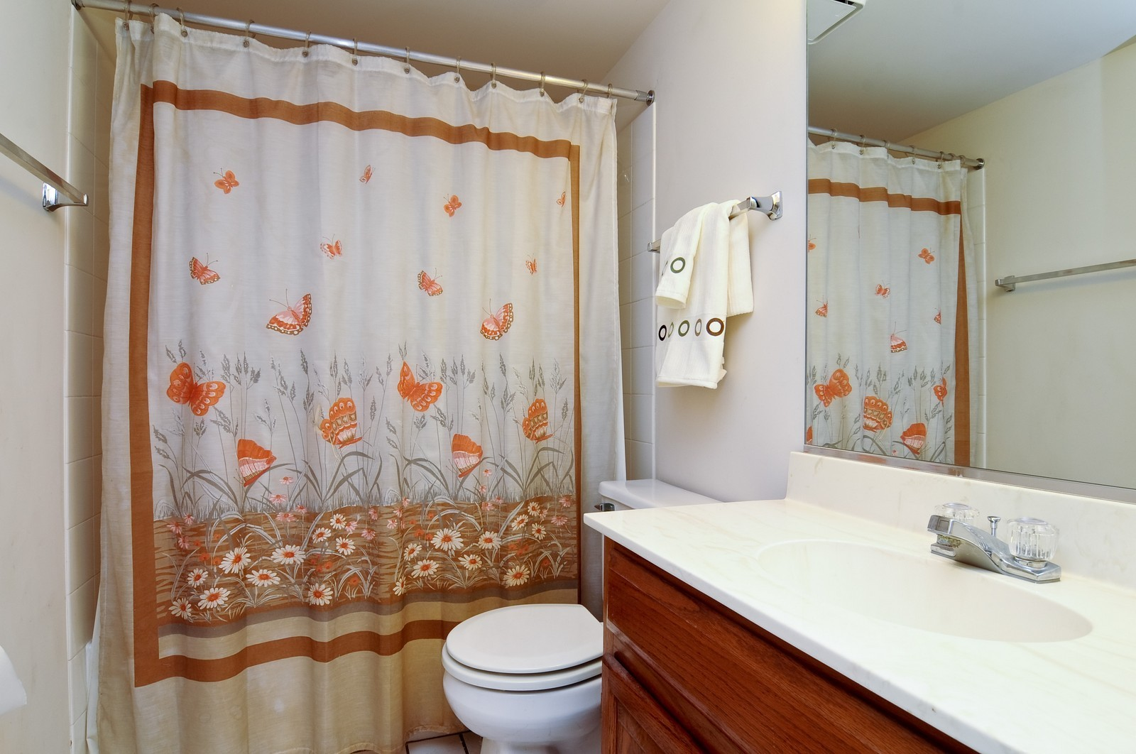 Real Estate Photography - 534A Penny Lane, Crystal Lake, IL, 60014 - Bathroom