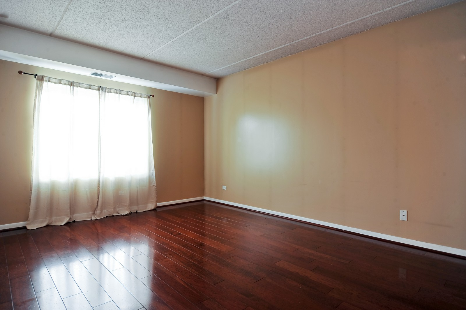 Real Estate Photography - 3303 S Grove Ave, Unit 404, Berwyn, IL, 60402 - Master Bedroom