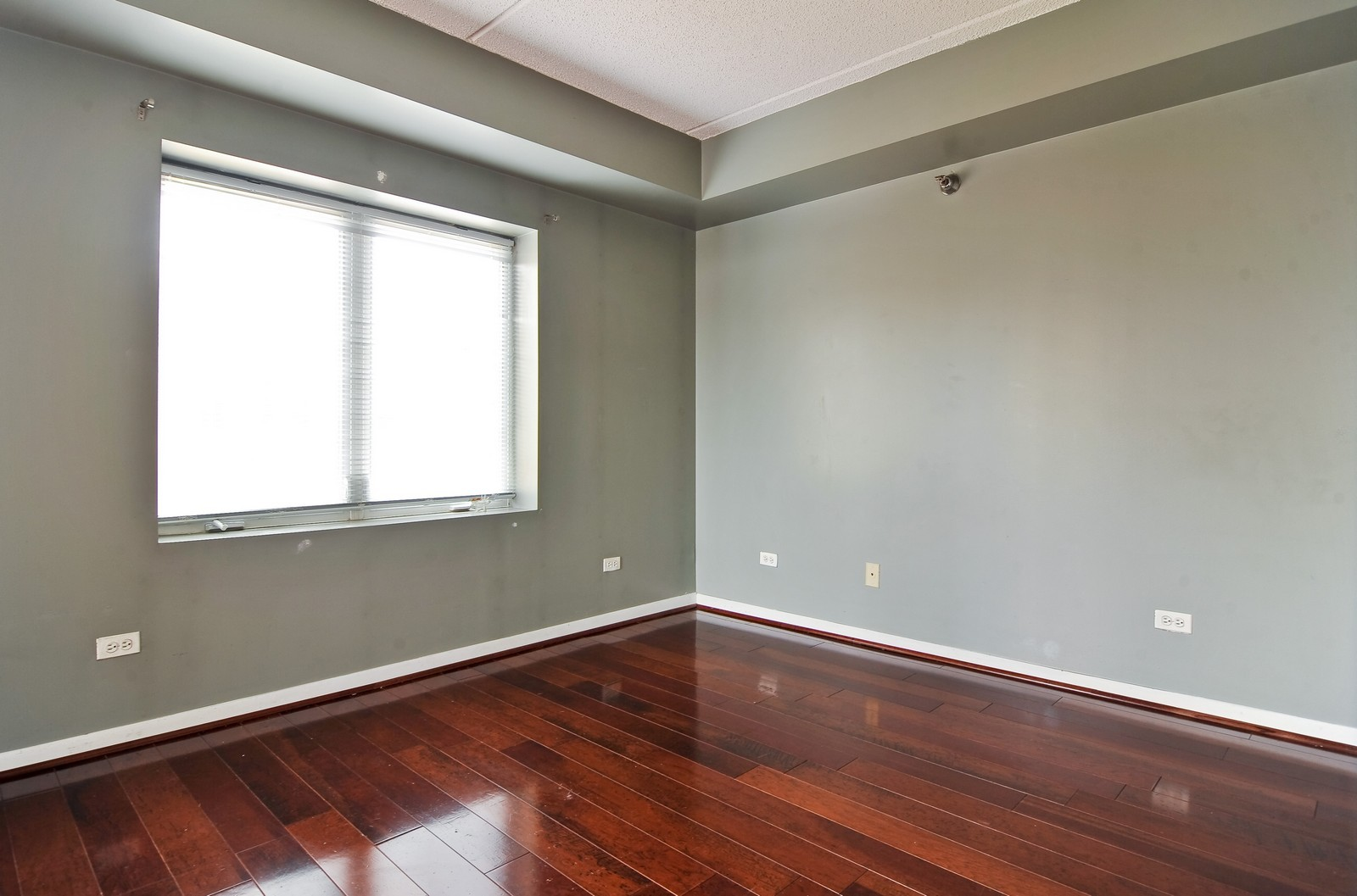 Real Estate Photography - 3303 S Grove Ave, Unit 404, Berwyn, IL, 60402 - 2nd Bedroom