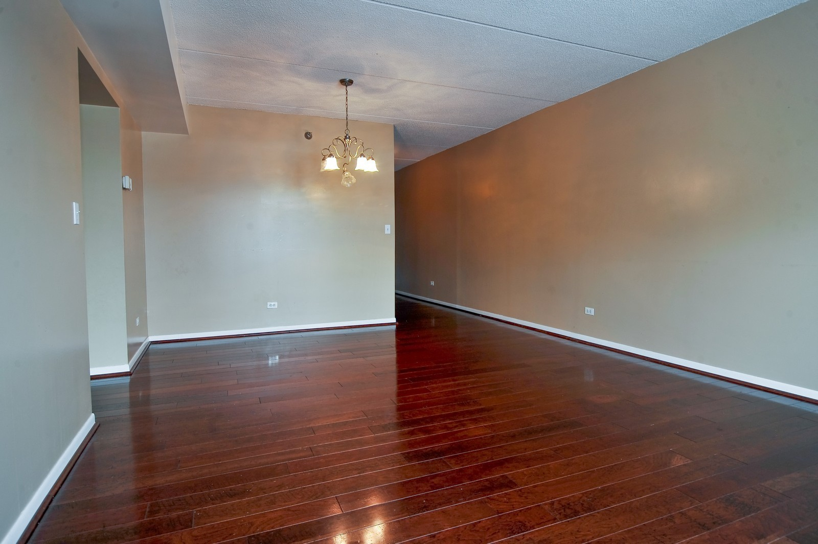 Real Estate Photography - 3303 S Grove Ave, Unit 404, Berwyn, IL, 60402 - Dining Room