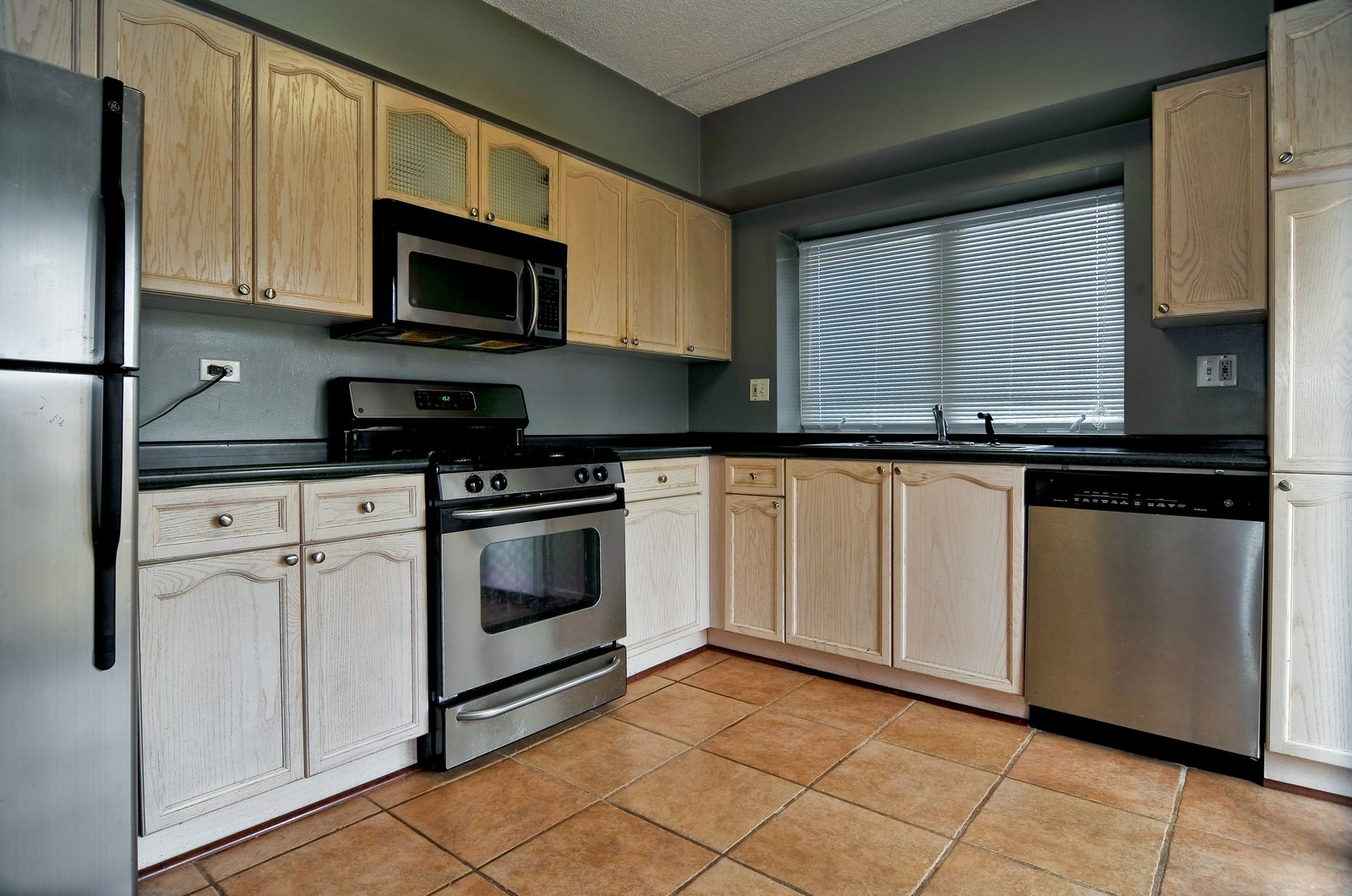 Real Estate Photography - 3303 S Grove Ave, Unit 404, Berwyn, IL, 60402 - Kitchen