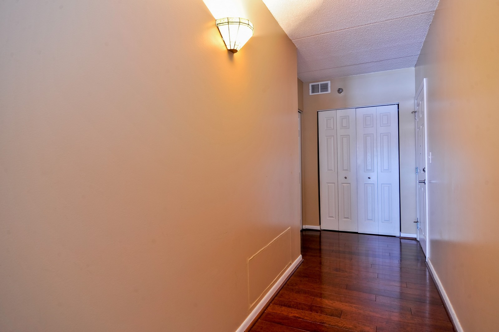 Real Estate Photography - 3303 S Grove Ave, Unit 404, Berwyn, IL, 60402 - Entryway