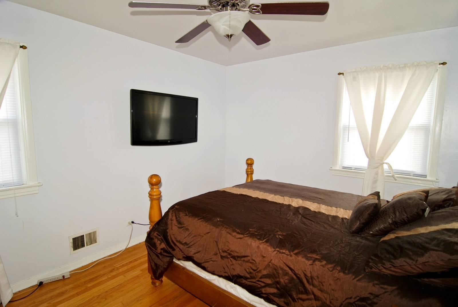 Real Estate Photography - 3939 East Ave, Stickney, IL, 60402 - 2nd Bedroom