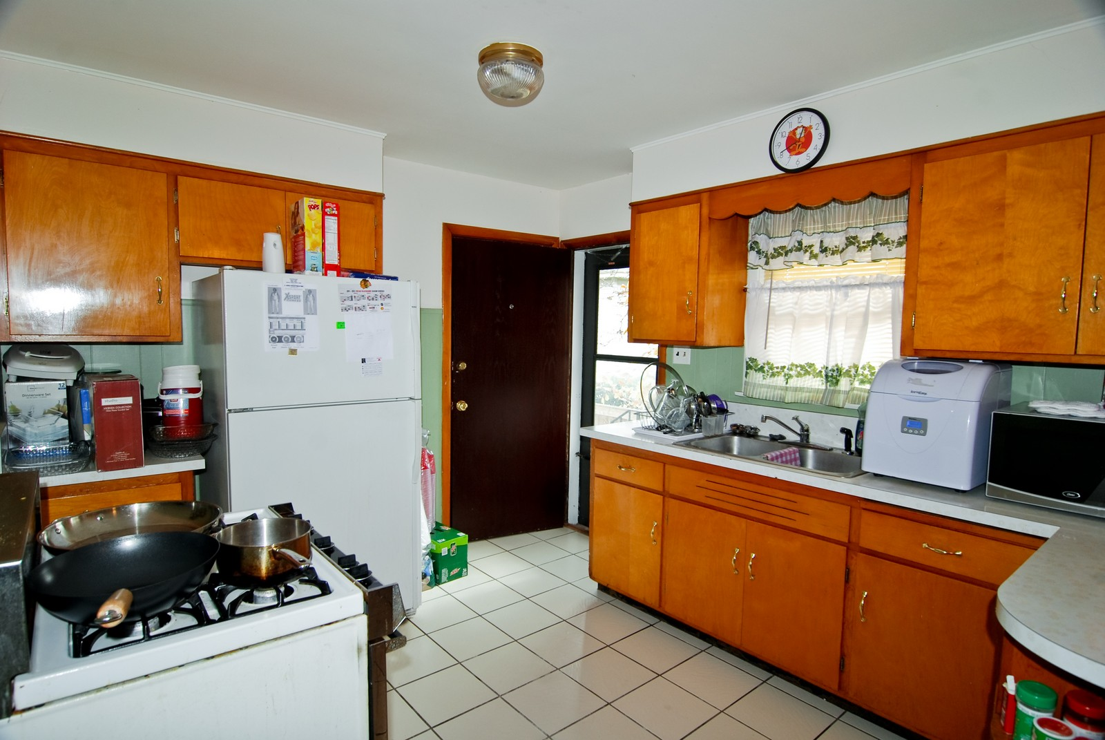 Real Estate Photography - 3939 East Ave, Stickney, IL, 60402 - Kitchen