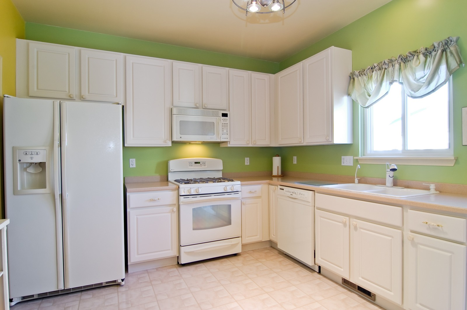 Real Estate Photography - 307 Winding Ter, Genoa, IL, 60135 - Kitchen