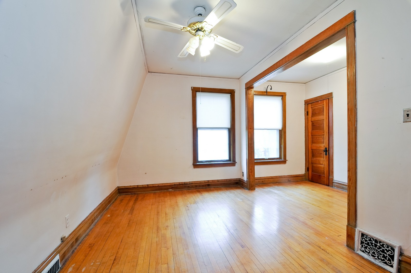 Real Estate Photography - 4435 N Avers Ave, Chicago, IL, 60625 - 2nd Bedroom