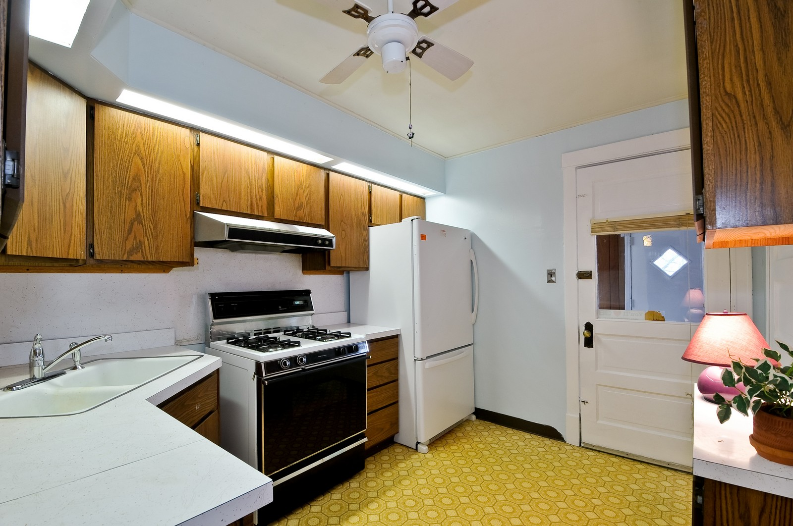 Real Estate Photography - 4435 N Avers Ave, Chicago, IL, 60625 - Kitchen