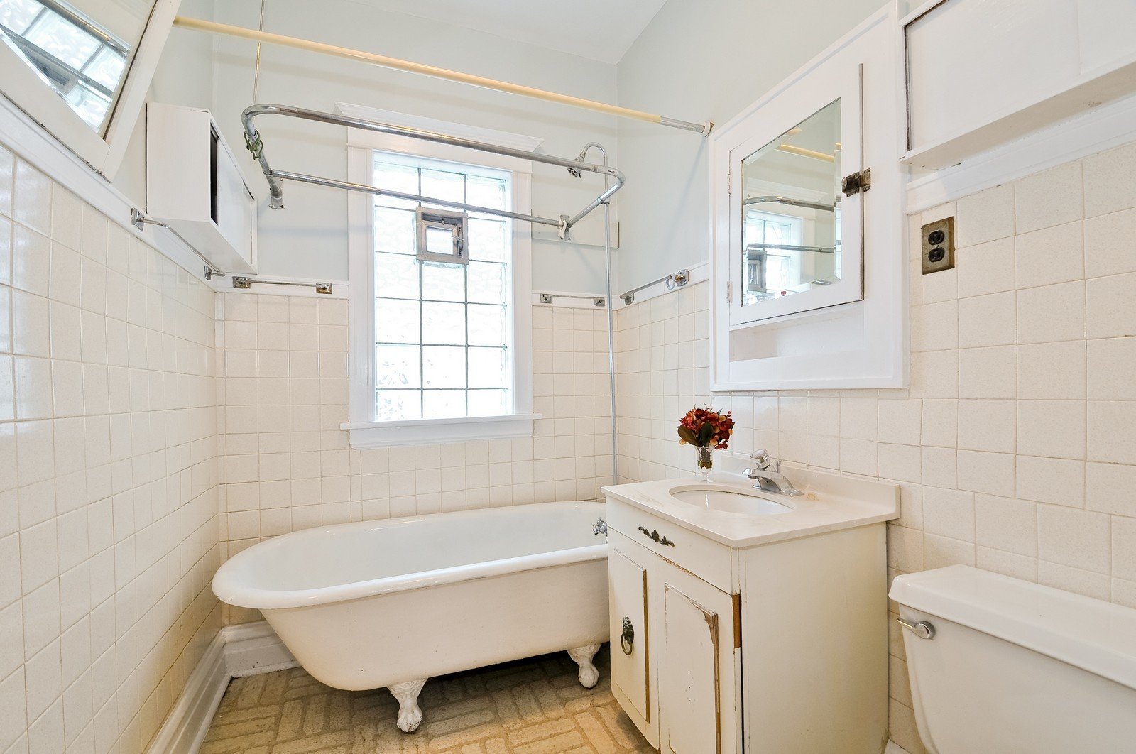 Real Estate Photography - 4435 N Avers Ave, Chicago, IL, 60625 - Bathroom