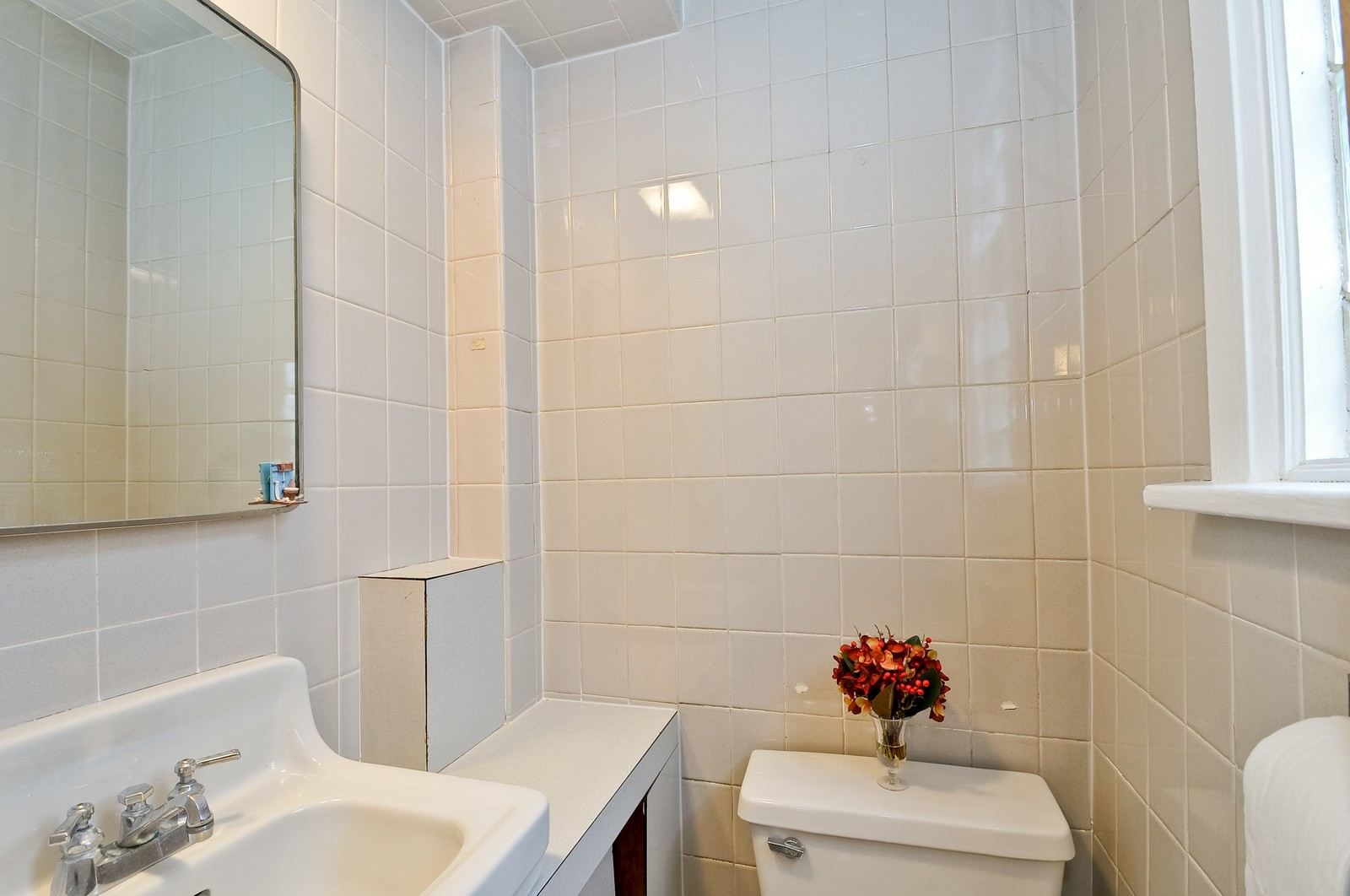 Real Estate Photography - 4435 N Avers Ave, Chicago, IL, 60625 - 2nd Bathroom